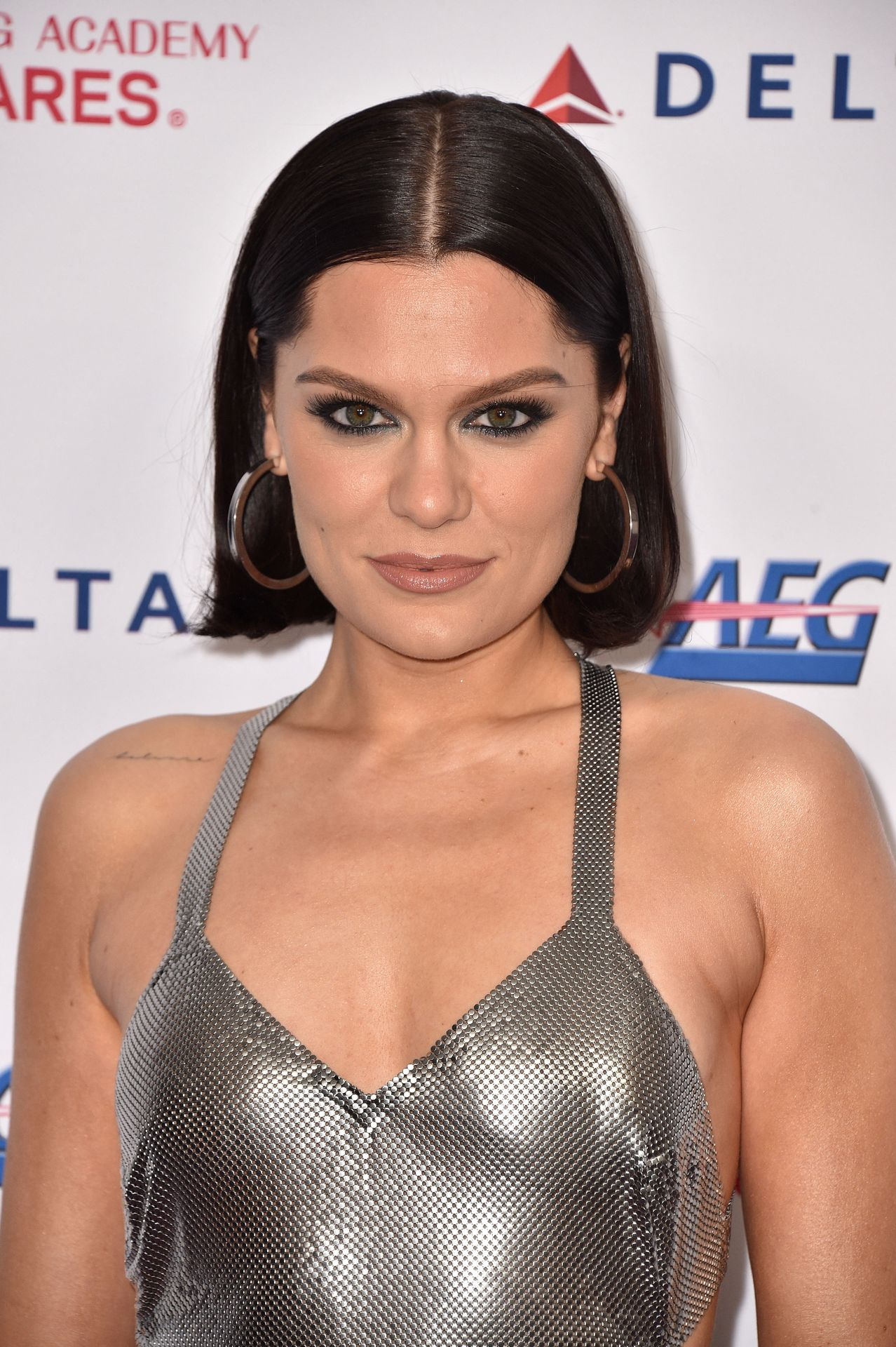 Jessie J Shows Off Her Sexy Legs At The Musicares Person Of The Year Gala 0009