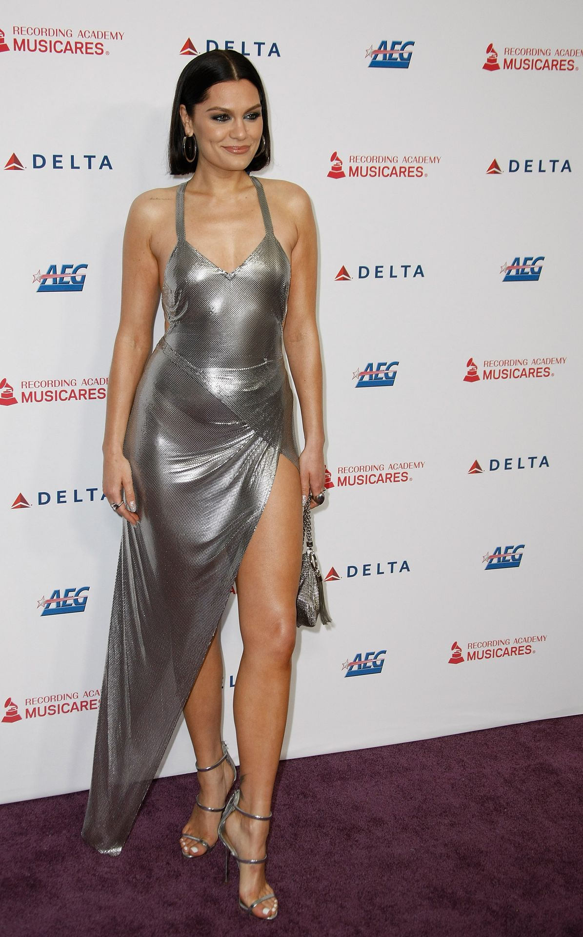 Jessie J Shows Off Her Sexy Legs At The Musicares Person Of The Year Gala 0017