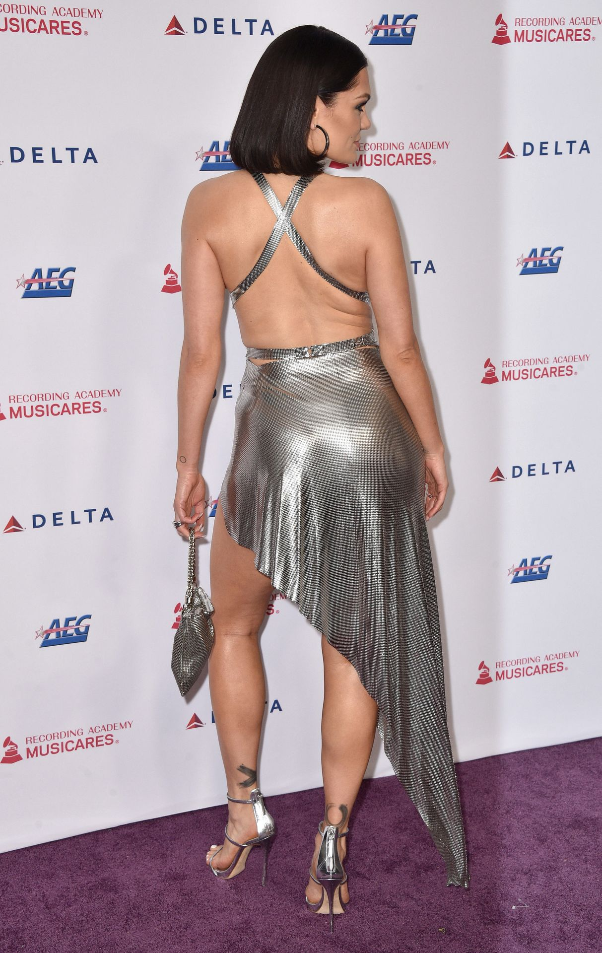 Jessie J Shows Off Her Sexy Legs At The Musicares Person Of The Year Gala 0020