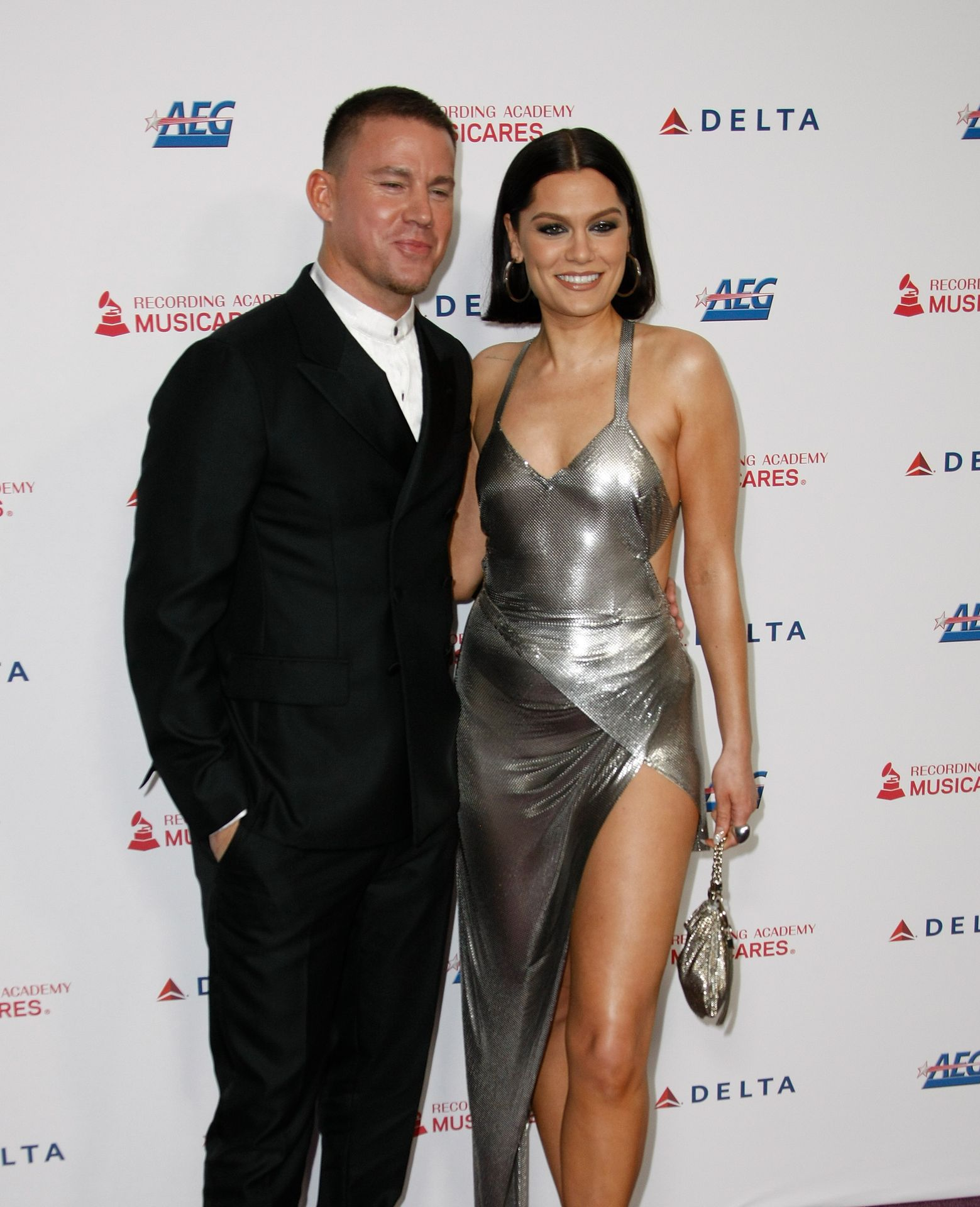 Jessie J Shows Off Her Sexy Legs At The Musicares Person Of The Year Gala 0026