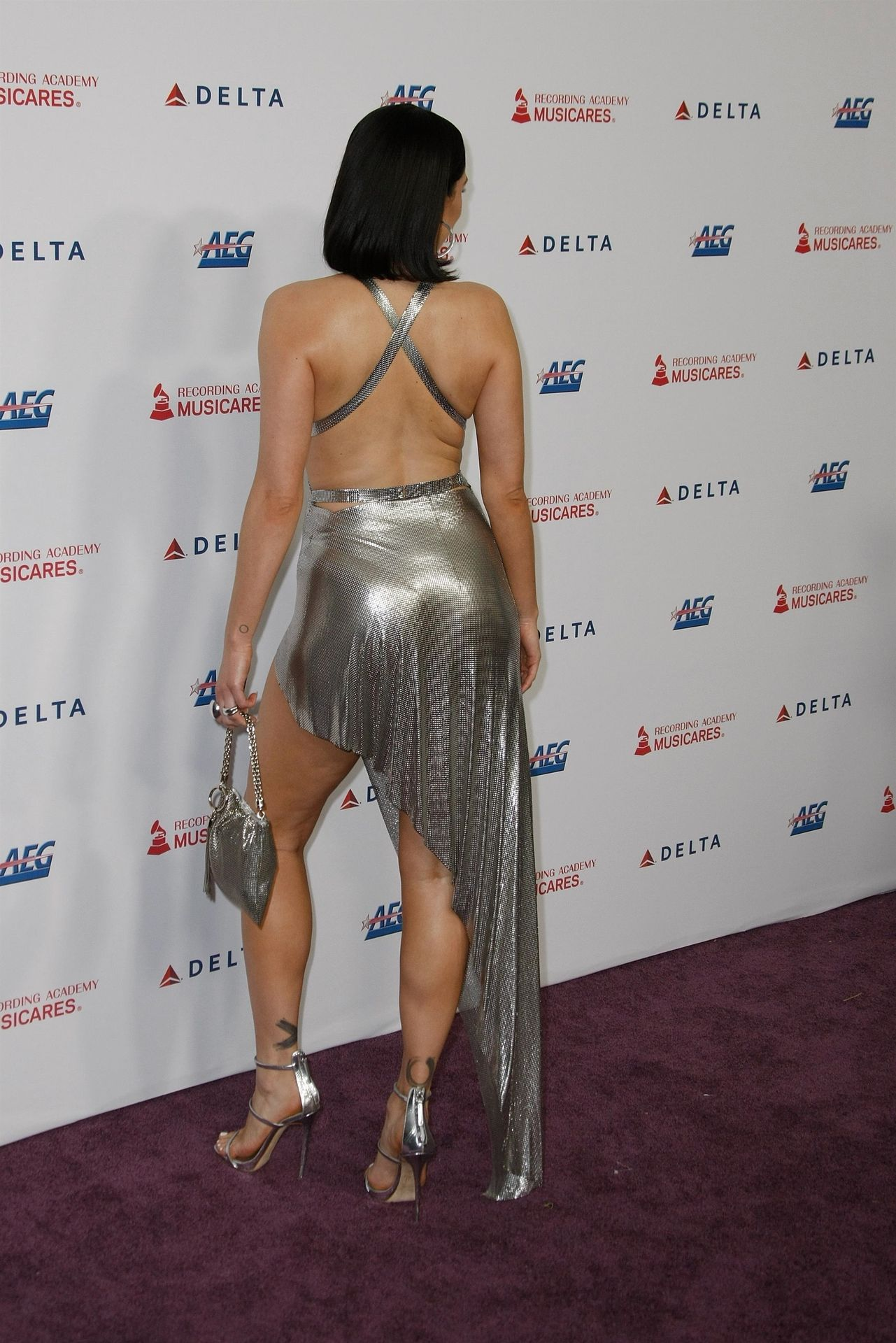 Jessie J Shows Off Her Sexy Legs At The Musicares Person Of The Year Gala 0030