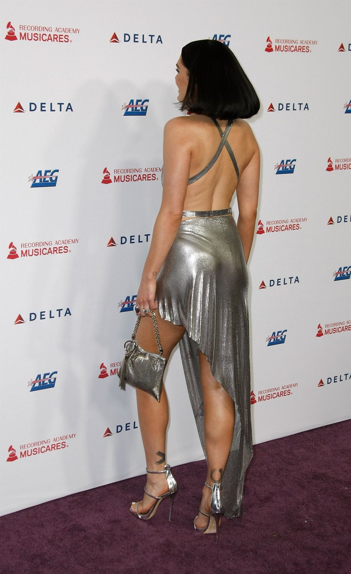 Jessie J Shows Off Her Sexy Legs At The Musicares Person Of The Year Gala 0031