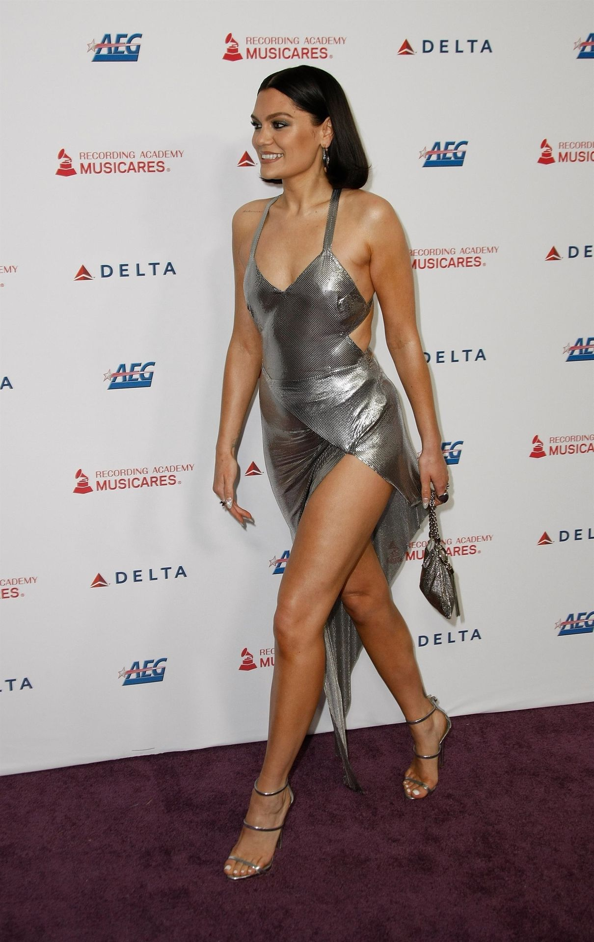 Jessie J Shows Off Her Sexy Legs At The Musicares Person Of The Year Gala 0035