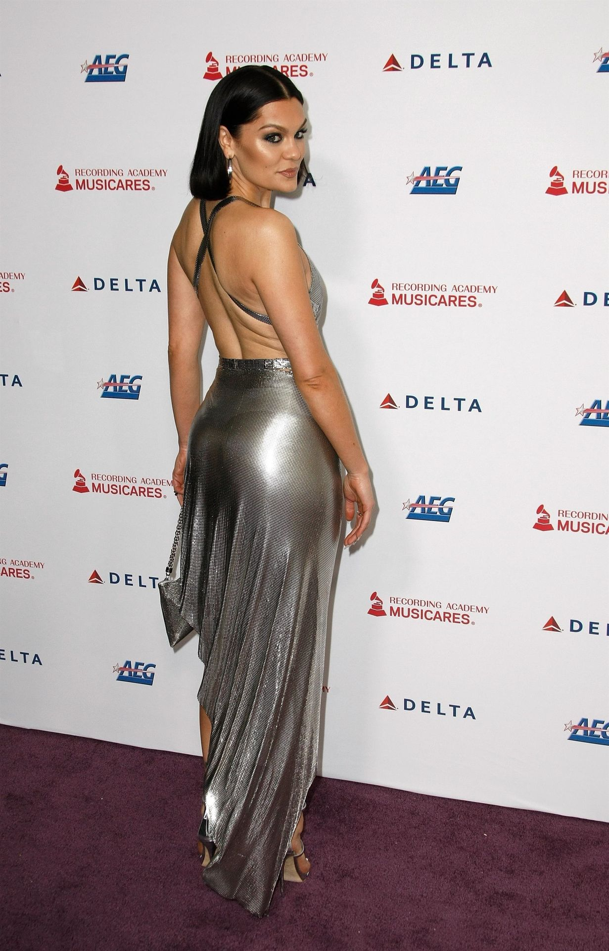 Jessie J Shows Off Her Sexy Legs At The Musicares Person Of The Year Gala 0036