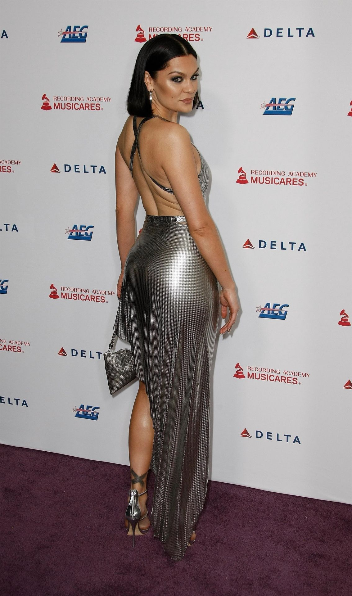 Jessie J Shows Off Her Sexy Legs At The Musicares Person Of The Year Gala 0037