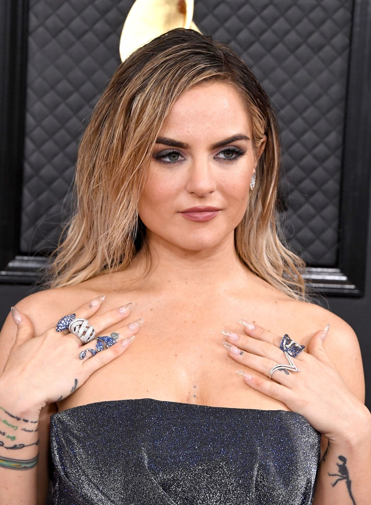 Jojo Shows Her Legs And Cleavage At The 62nd Annual Grammy Awards 0001