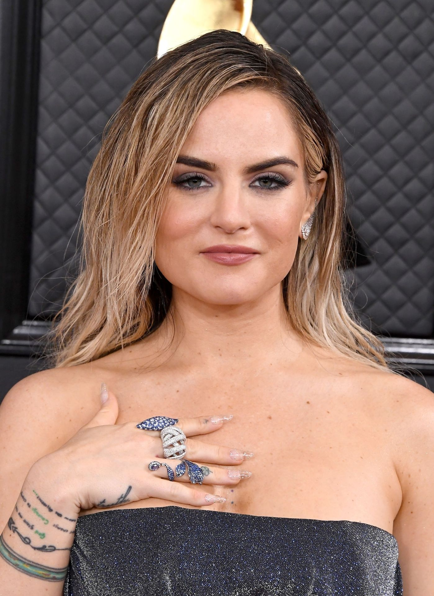 Jojo Shows Her Legs And Cleavage At The 62nd Annual Grammy Awards 0002