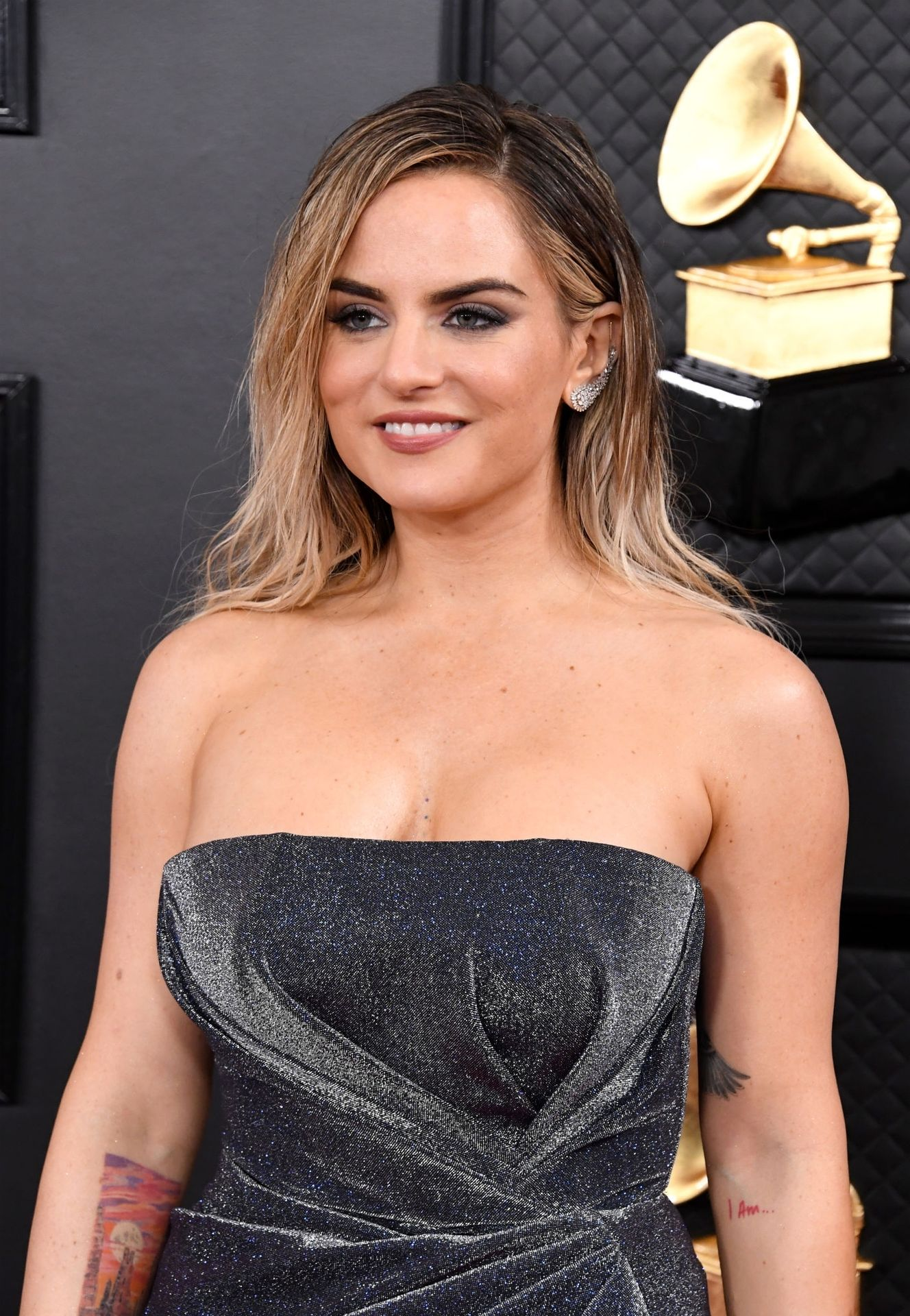 Jojo Shows Her Legs And Cleavage At The 62nd Annual Grammy Awards 0003
