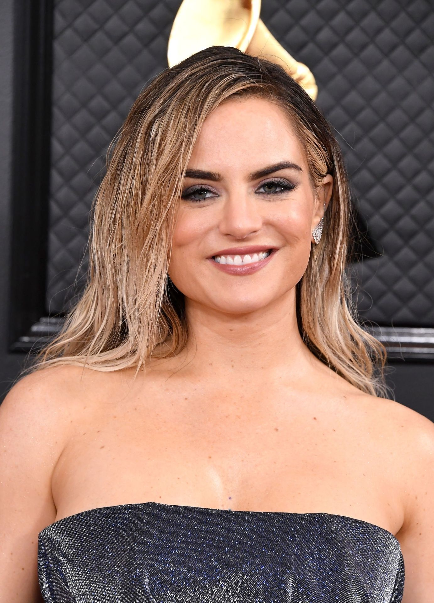 Jojo Shows Her Legs And Cleavage At The 62nd Annual Grammy Awards 0004