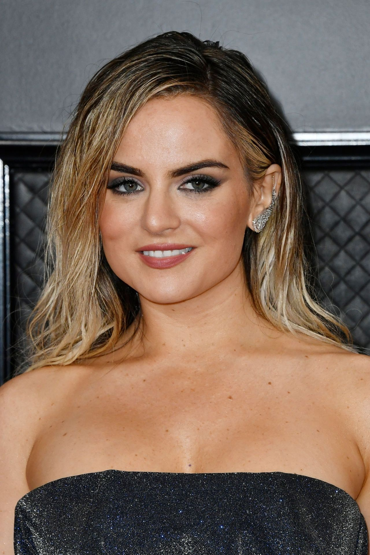 Jojo Shows Her Legs And Cleavage At The 62nd Annual Grammy Awards 0006