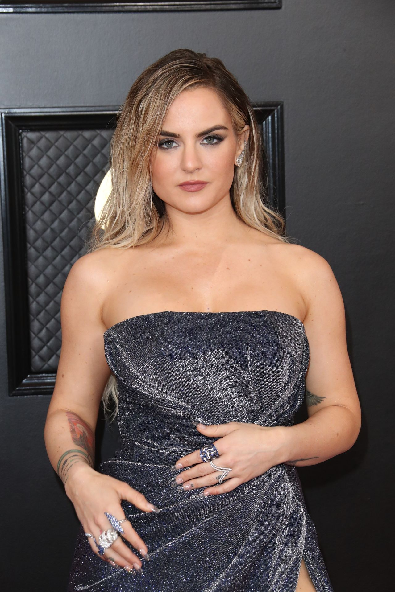 Jojo Shows Her Legs And Cleavage At The 62nd Annual Grammy Awards 0007