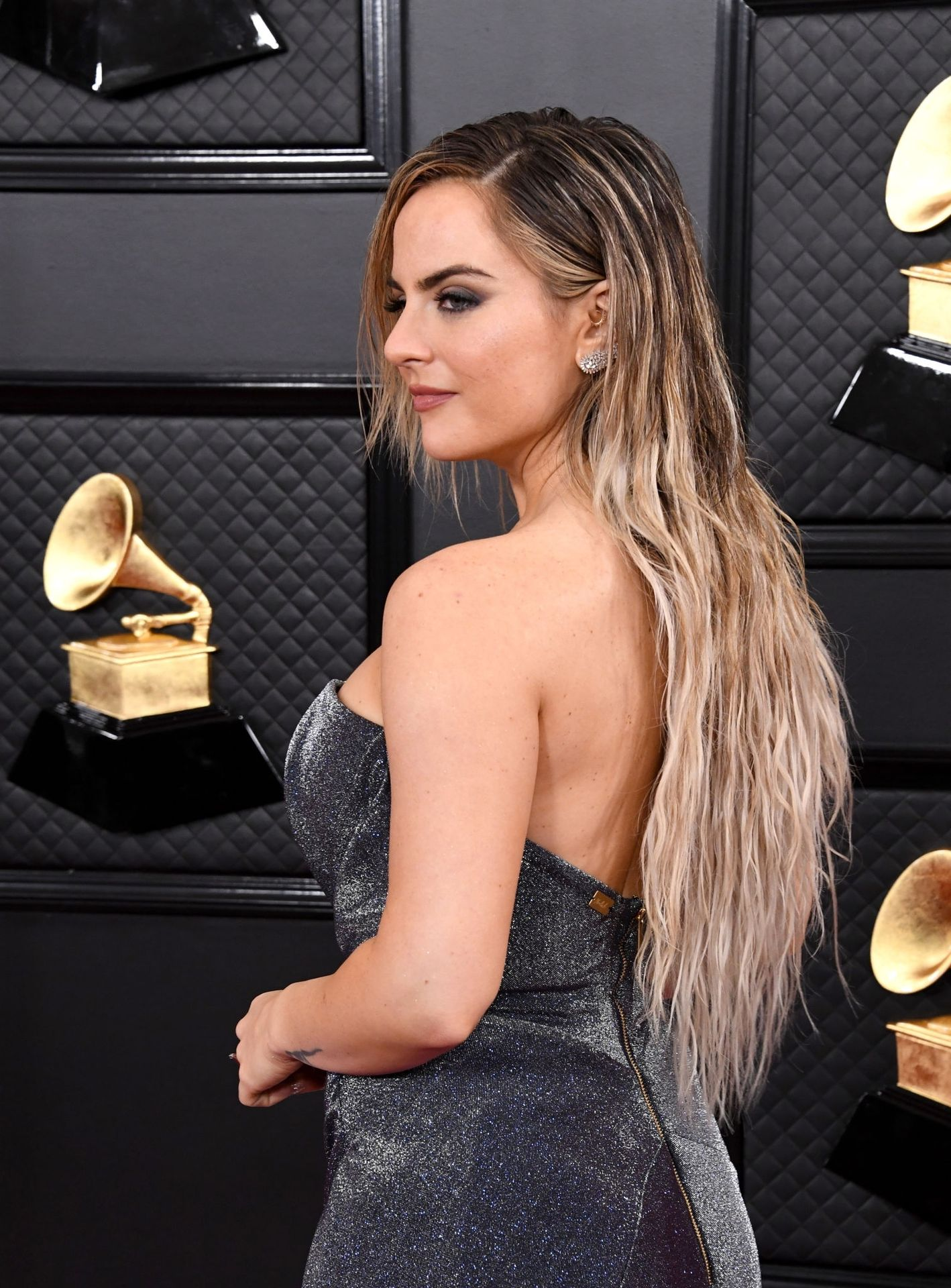 Jojo Shows Her Legs And Cleavage At The 62nd Annual Grammy Awards 0008