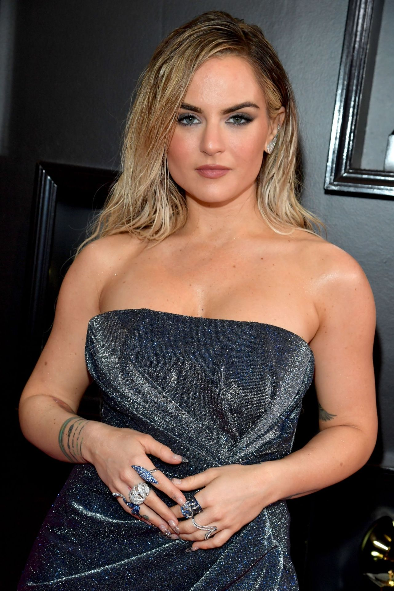 Jojo Shows Her Legs And Cleavage At The 62nd Annual Grammy Awards 0009