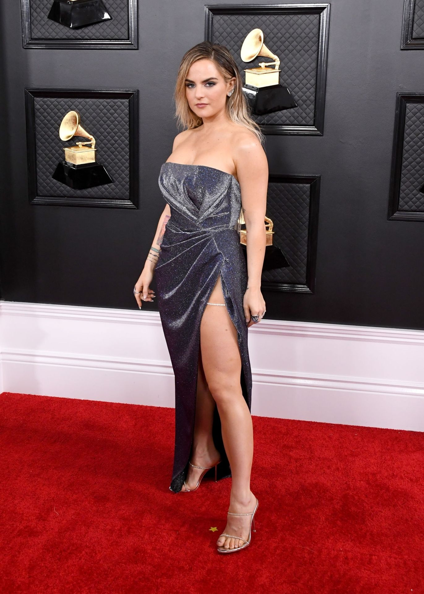 Jojo Shows Her Legs And Cleavage At The 62nd Annual Grammy Awards 0012