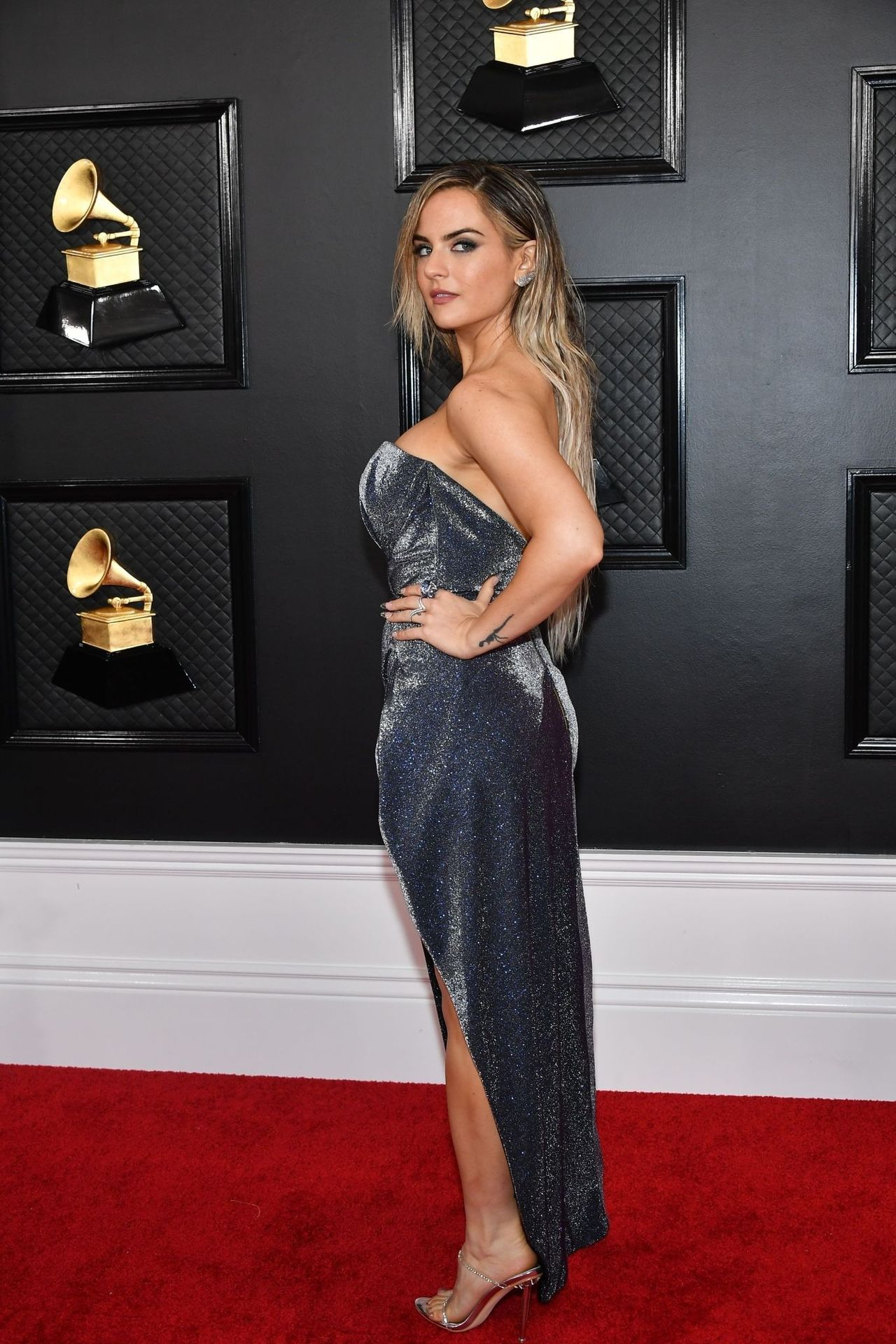 Jojo Shows Her Legs And Cleavage At The 62nd Annual Grammy Awards 0015