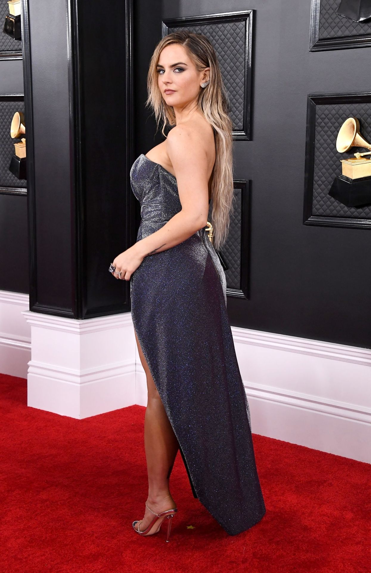 Jojo Shows Her Legs And Cleavage At The 62nd Annual Grammy Awards 0019