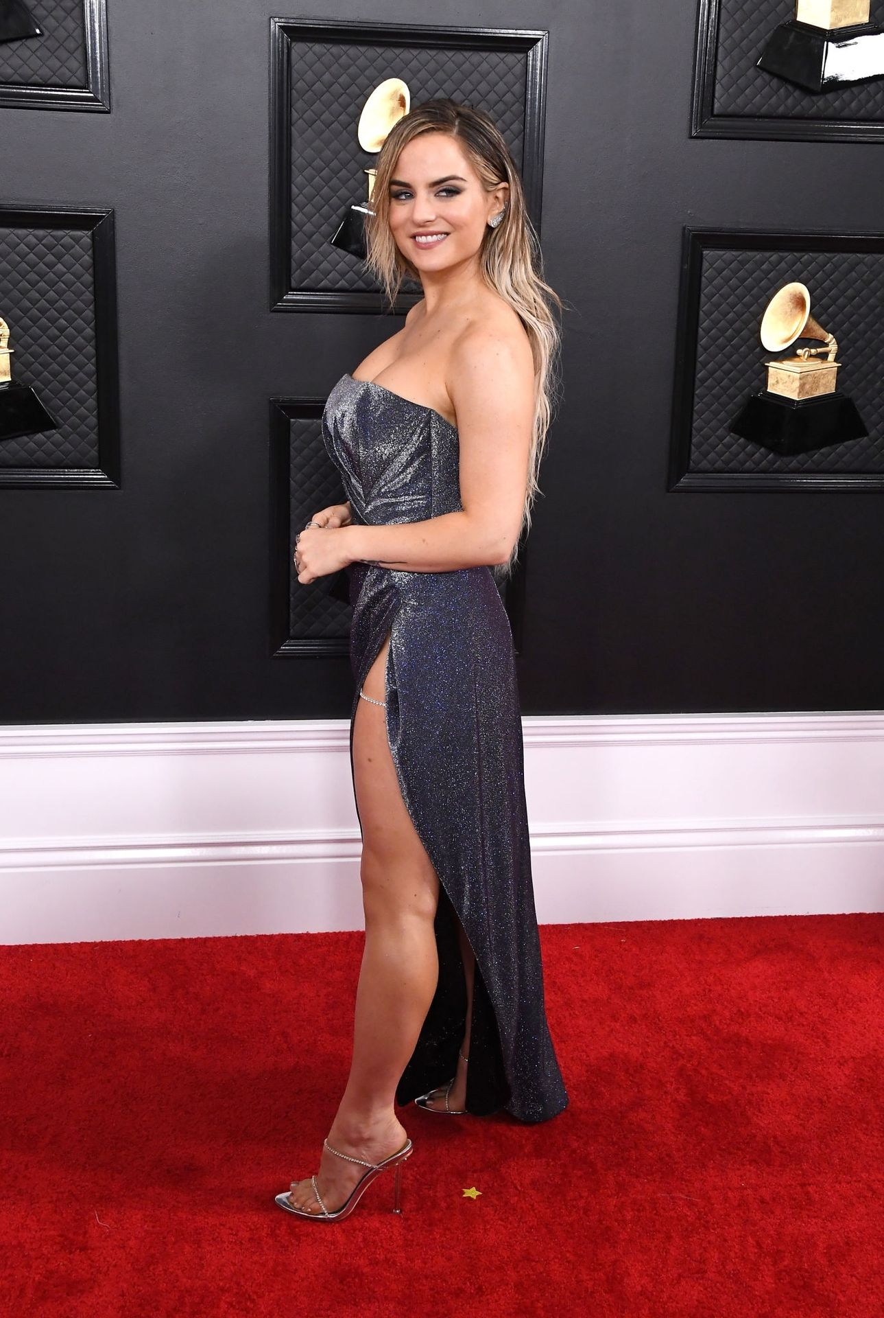 Jojo Shows Her Legs And Cleavage At The 62nd Annual Grammy Awards 0026