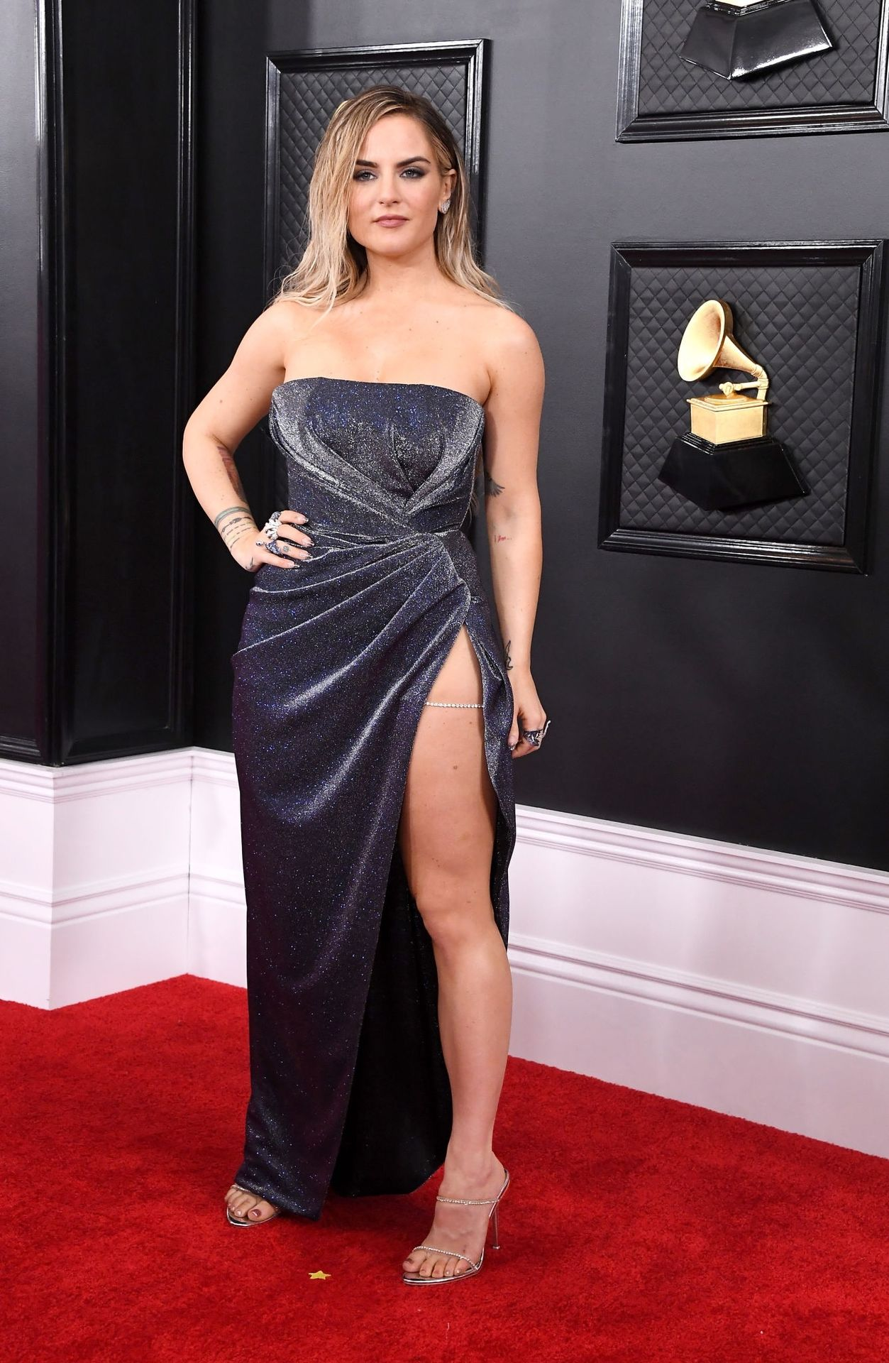 Jojo Shows Her Legs And Cleavage At The 62nd Annual Grammy Awards 0027