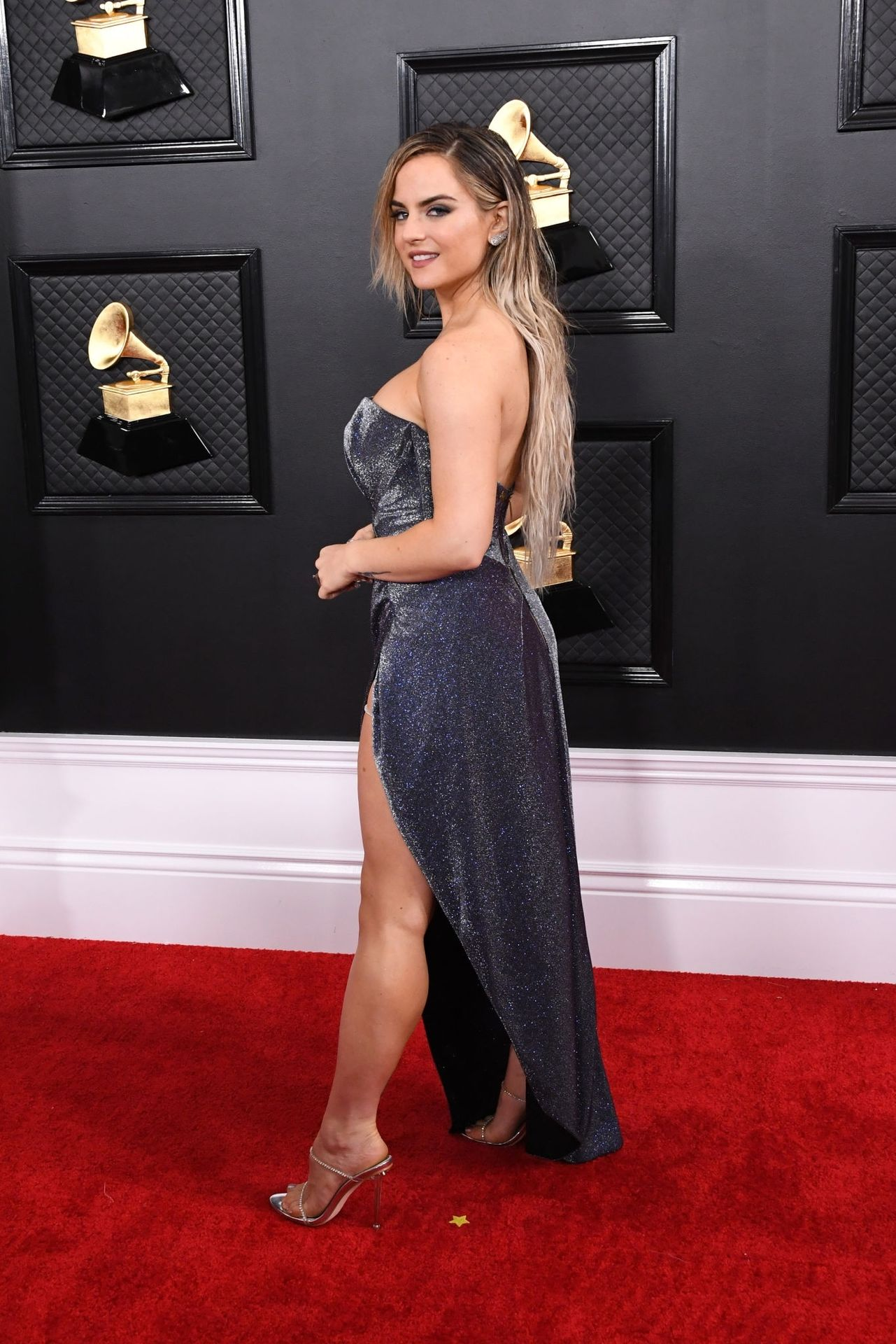 Jojo Shows Her Legs And Cleavage At The 62nd Annual Grammy Awards 0028