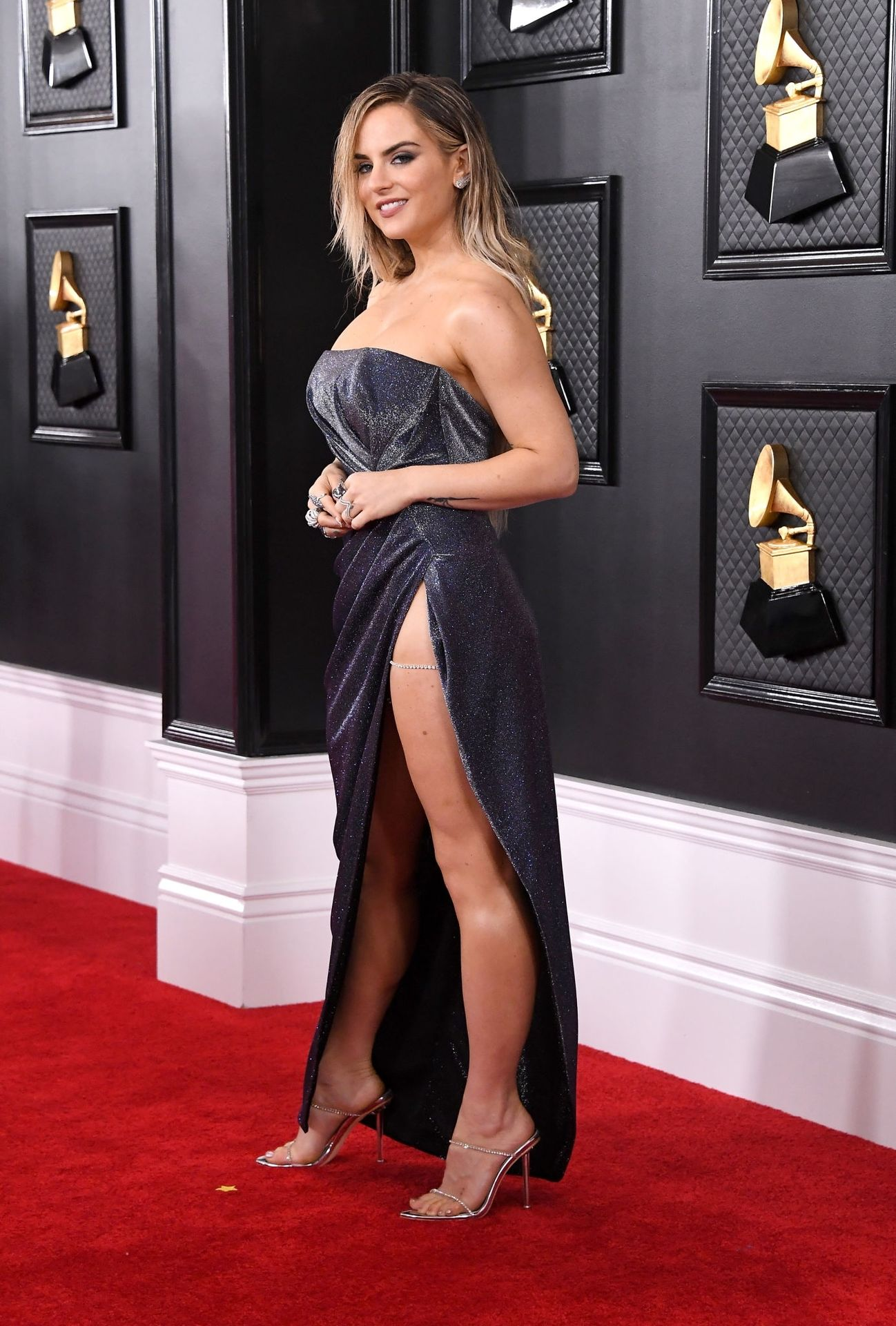 Jojo Shows Her Legs And Cleavage At The 62nd Annual Grammy Awards 0030