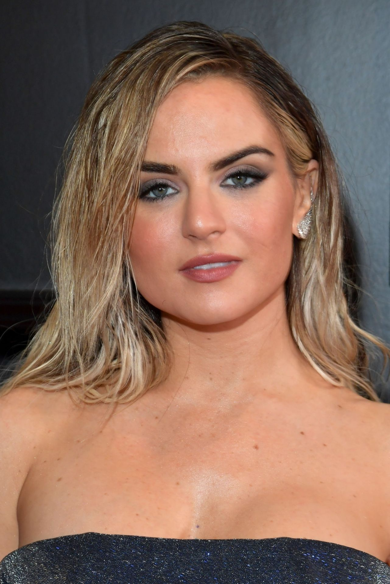 Jojo Shows Her Legs And Cleavage At The 62nd Annual Grammy Awards 0033