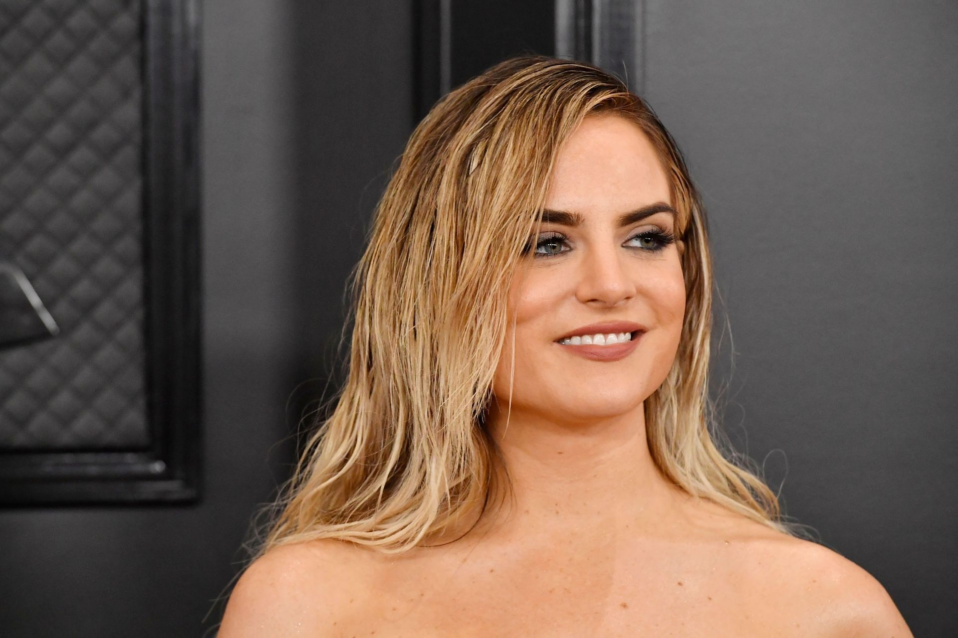 Jojo Shows Her Legs And Cleavage At The 62nd Annual Grammy Awards 0039