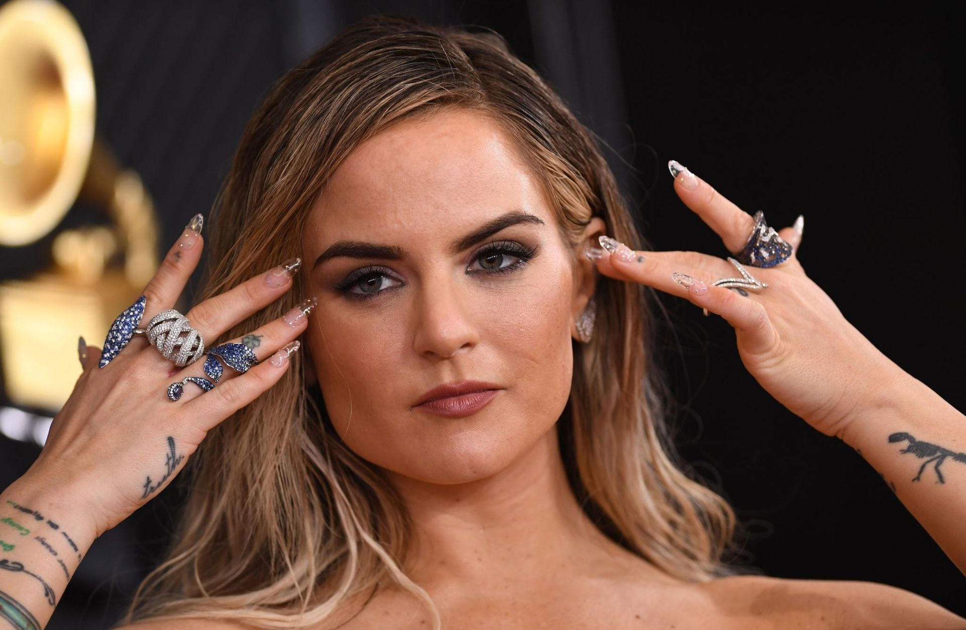 Jojo Shows Her Legs And Cleavage At The 62nd Annual Grammy Awards 0040
