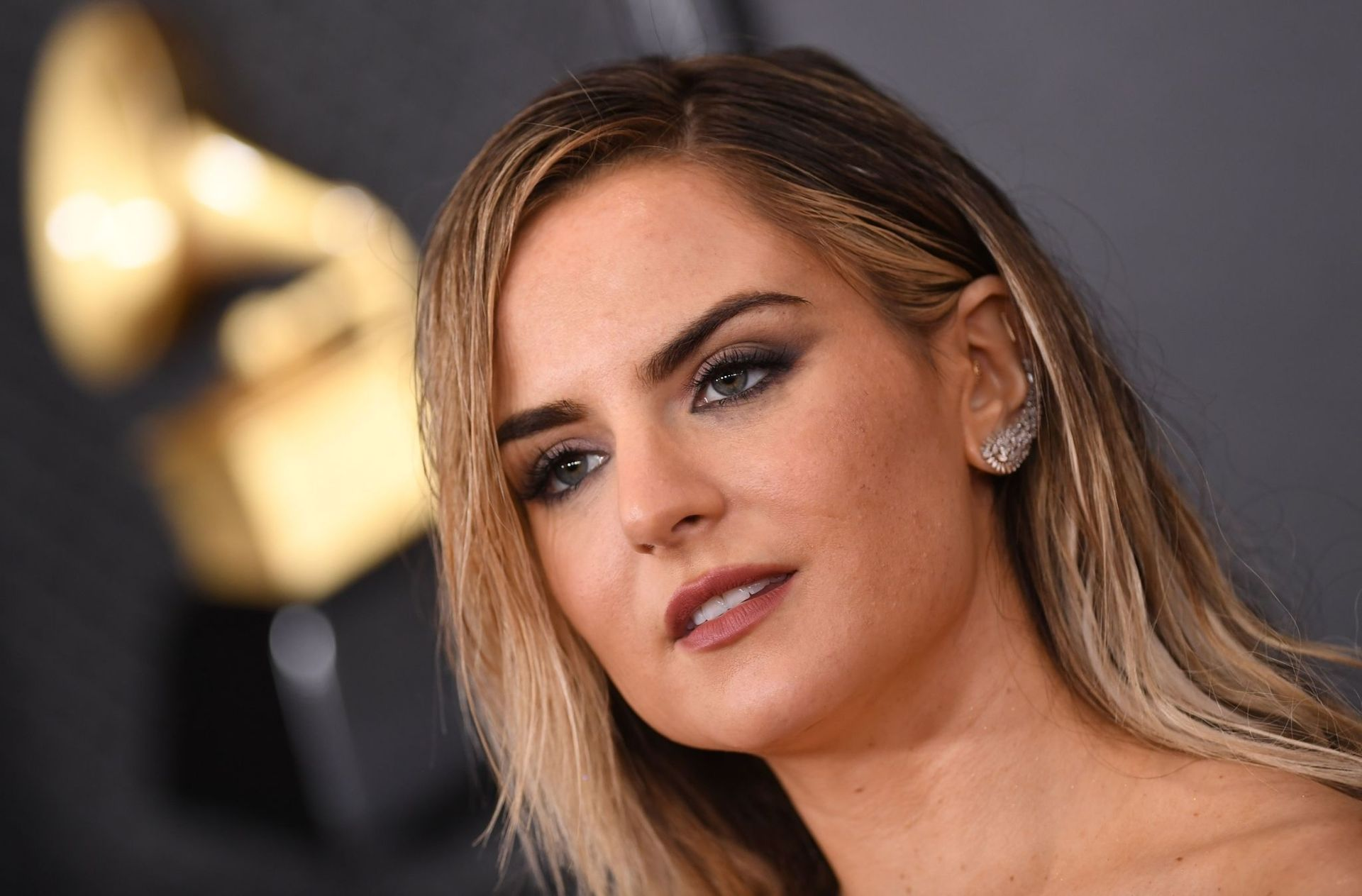 Jojo Shows Her Legs And Cleavage At The 62nd Annual Grammy Awards 0041
