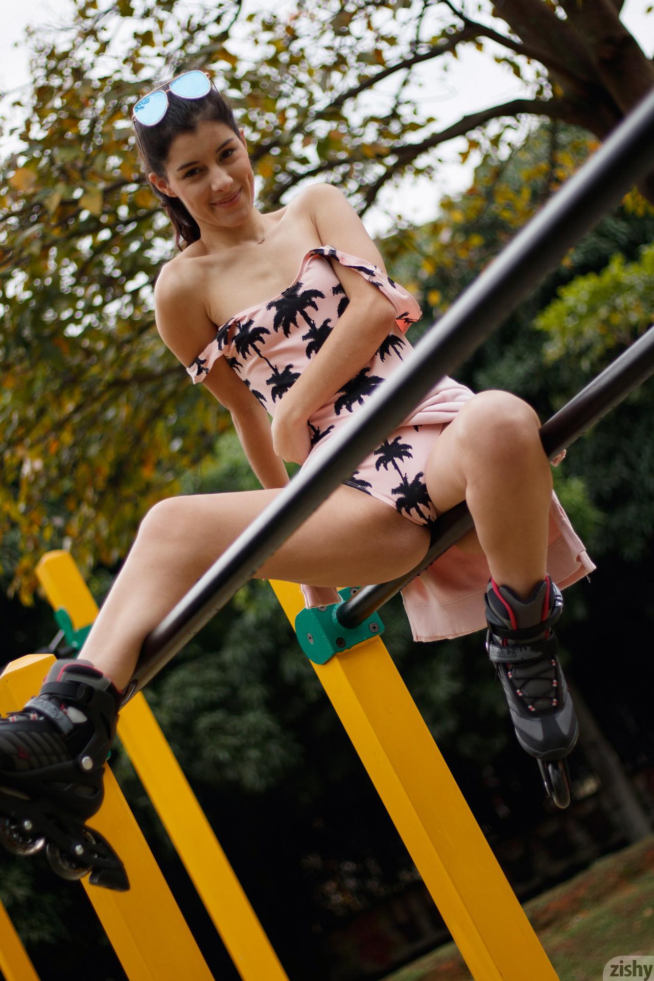 Kate Maze Skates Colombia Zishy (47)