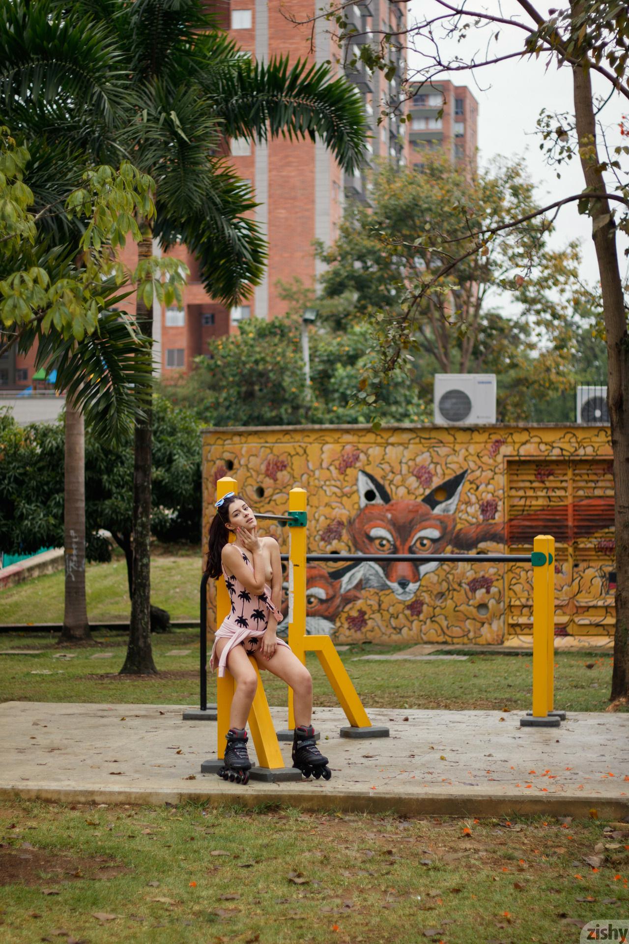 Kate Maze Skates Colombia Zishy (56)