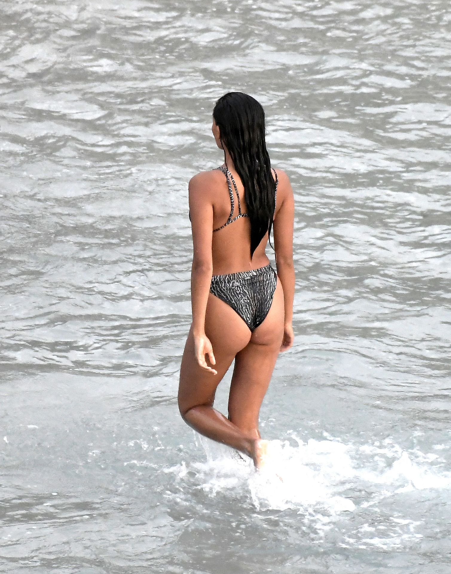 Kelly Gale Displays Her Sexy Body 0009