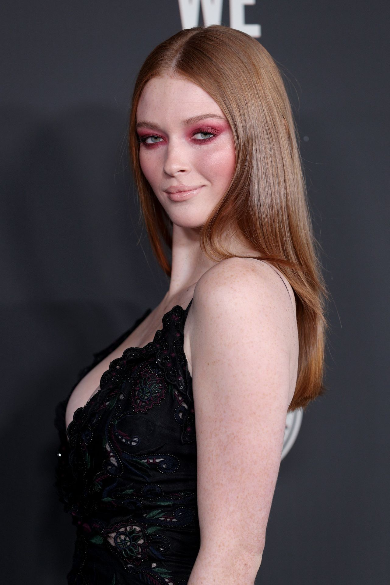 Larsen Thompson's Cleavage At The Art Of Elysium's 13th Annual Black Tie Artistic Experience Heaven 0007