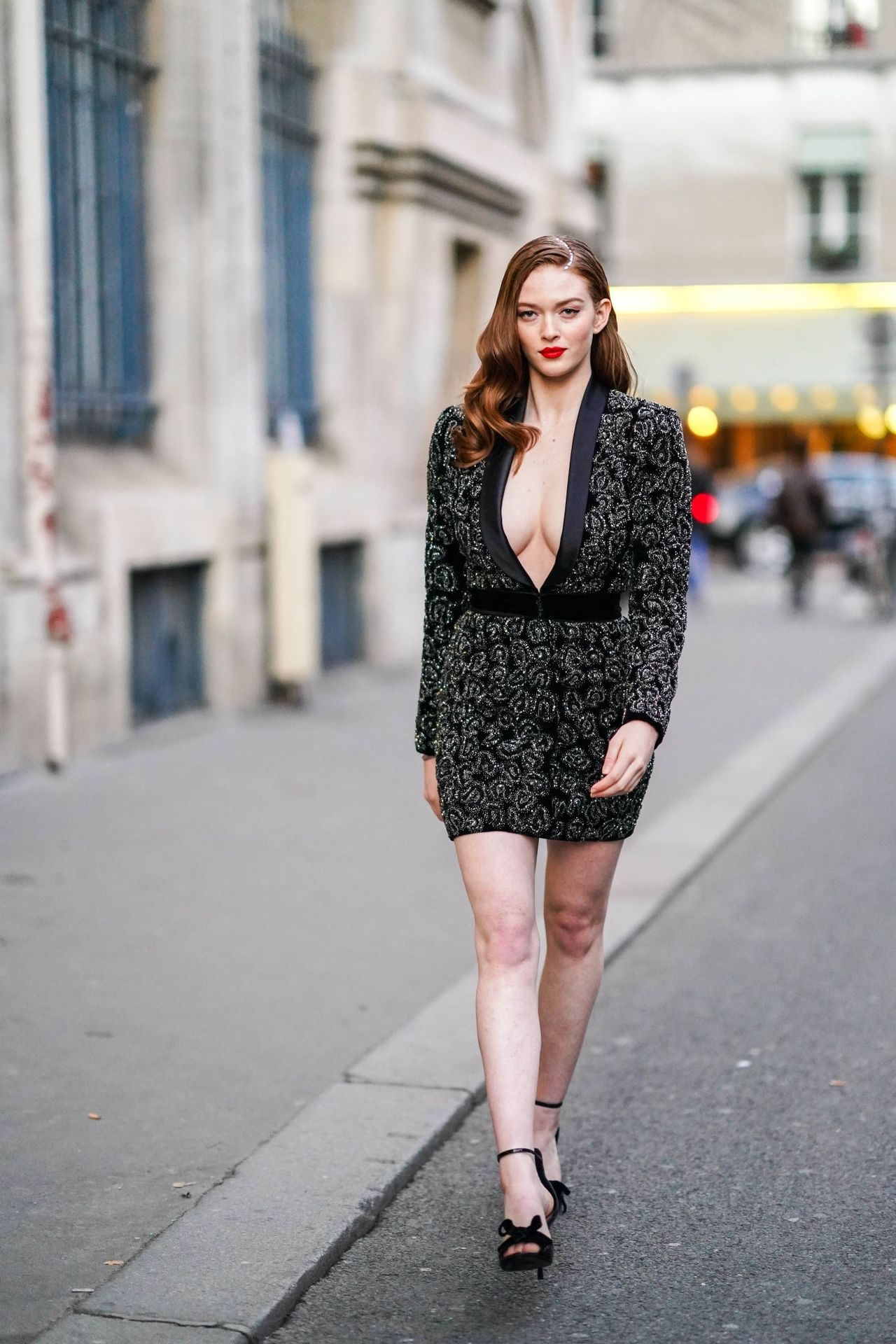 Larsen Thompson Wows With Her Tits At The Fashion Show 0016
