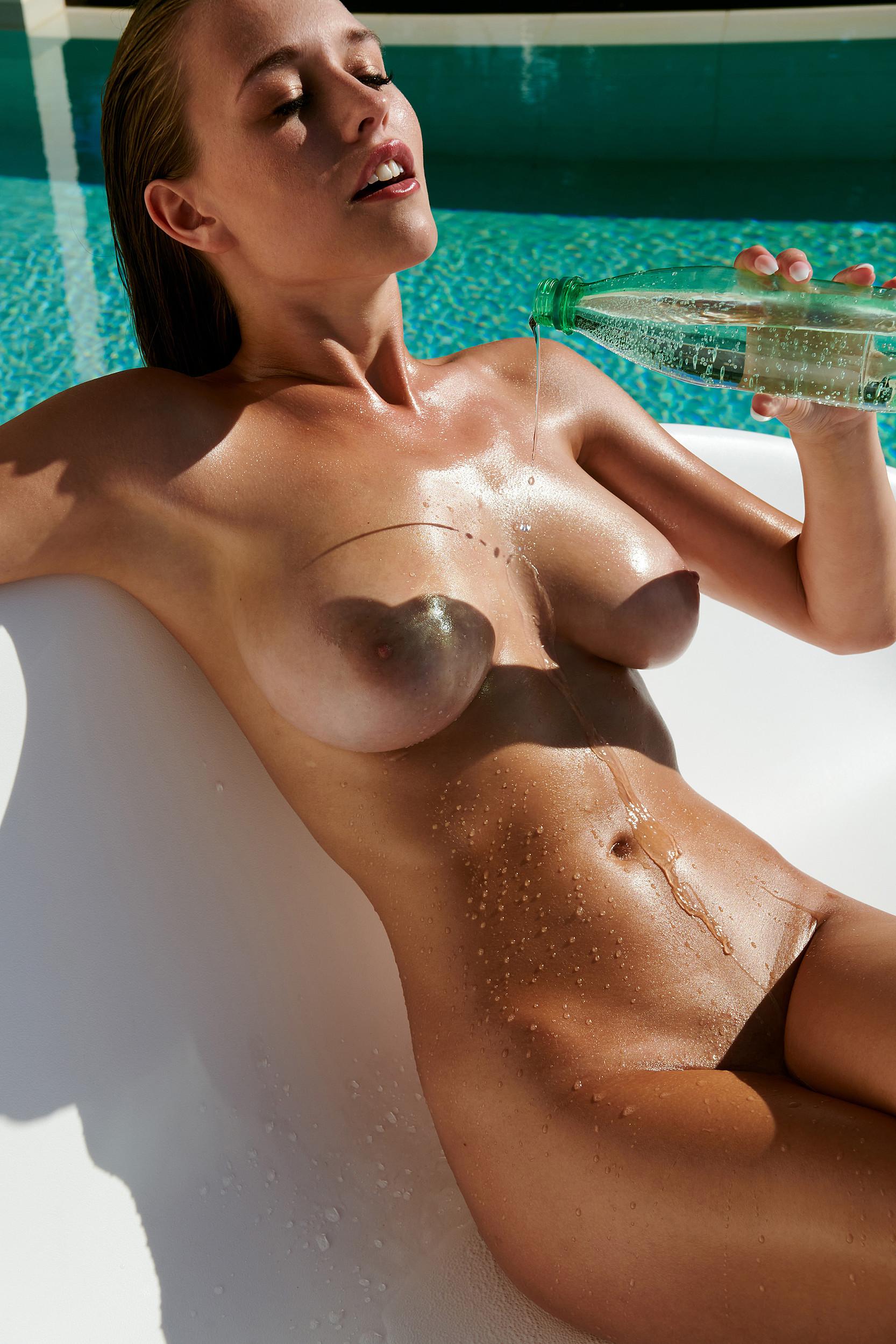 Brown  nackt Laura Melanie Brown