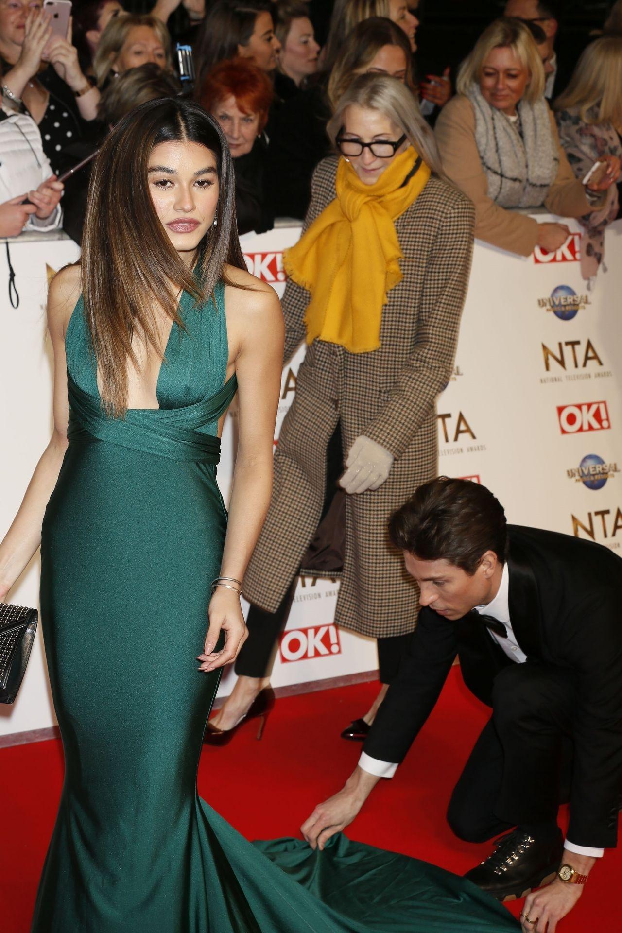 Lorena Medina Shows Pokies At The National Television Awards 0002