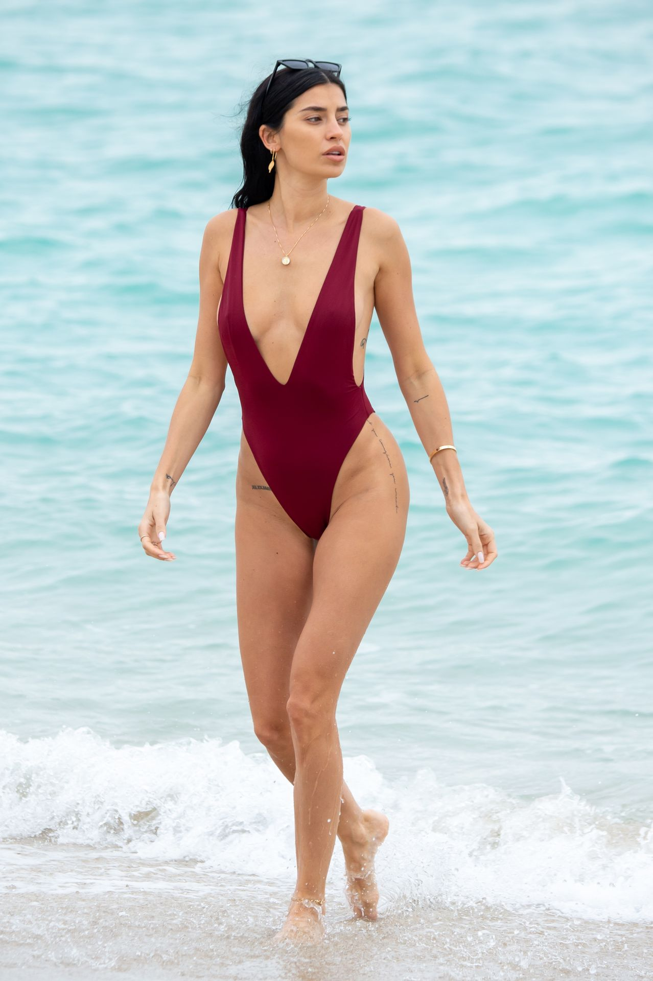 Nicole Williams Shows Off Her Amazing Curves In Miami 0009