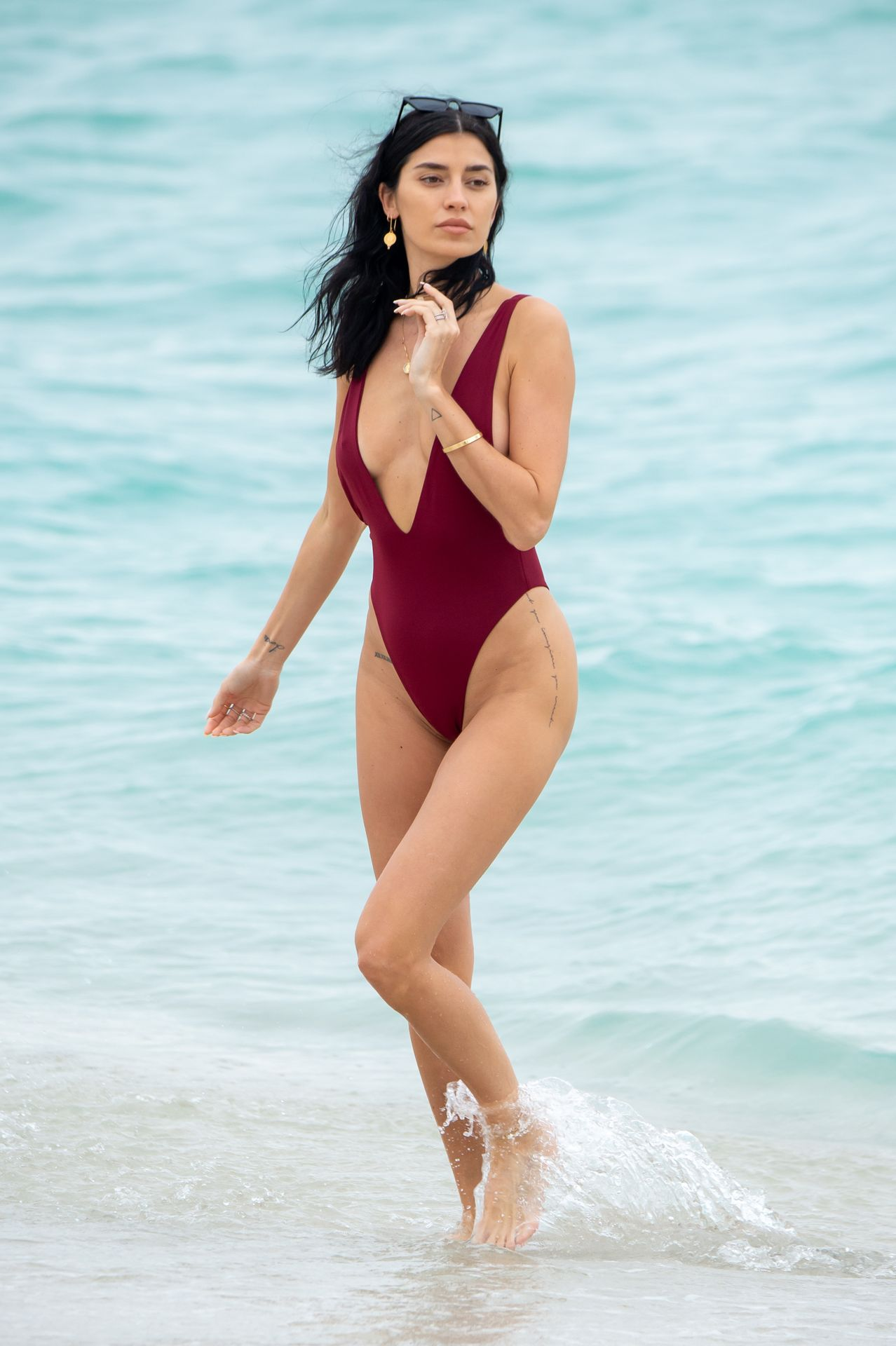 Nicole Williams Shows Off Her Amazing Curves In Miami 0010