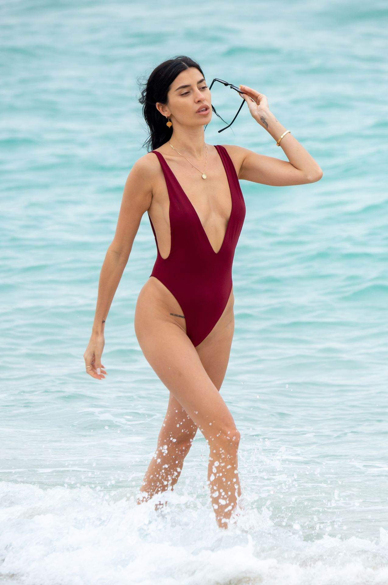 Nicole Williams Shows Off Her Amazing Curves In Miami 0012