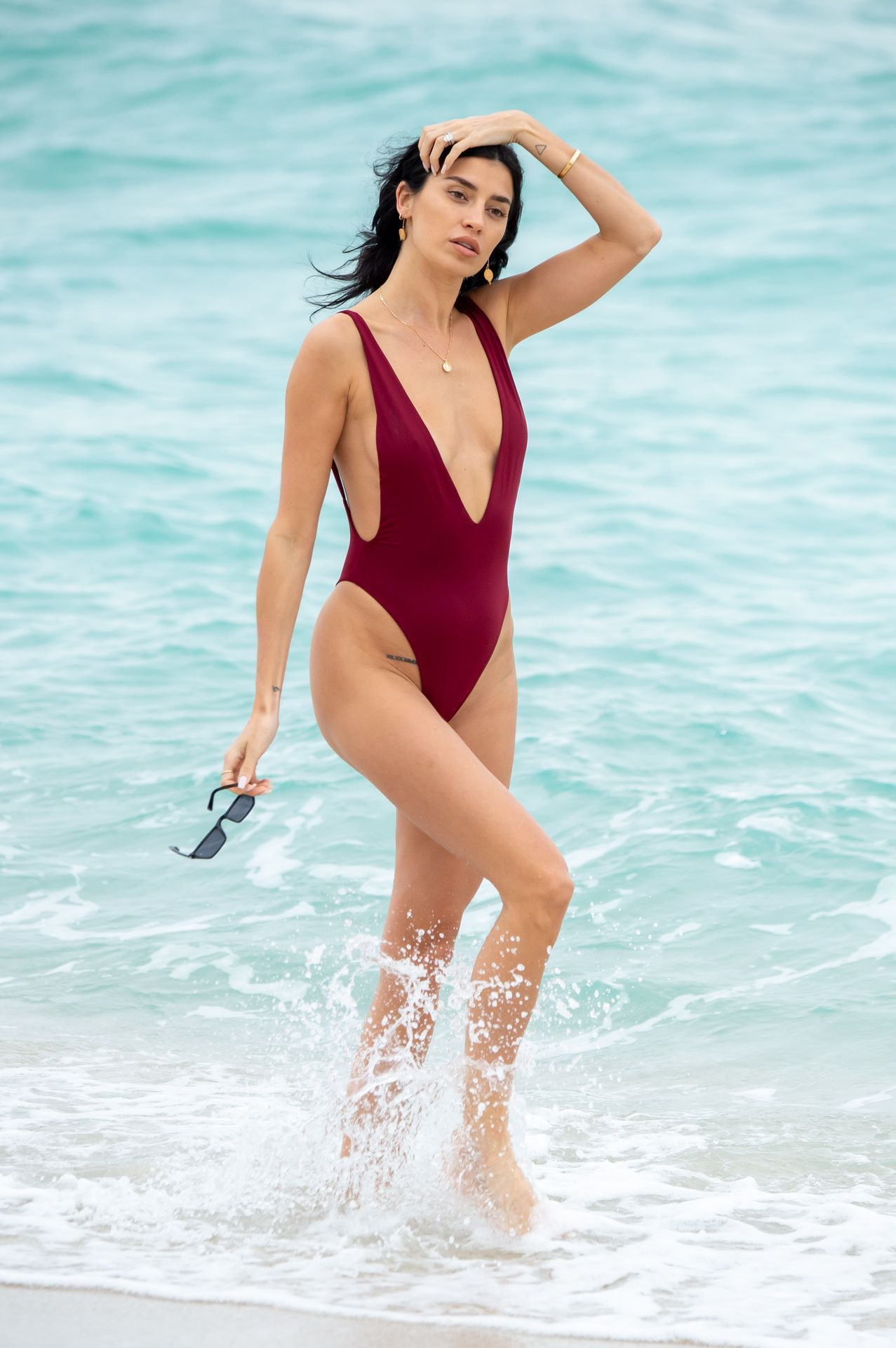 Nicole Williams Shows Off Her Amazing Curves In Miami 0013