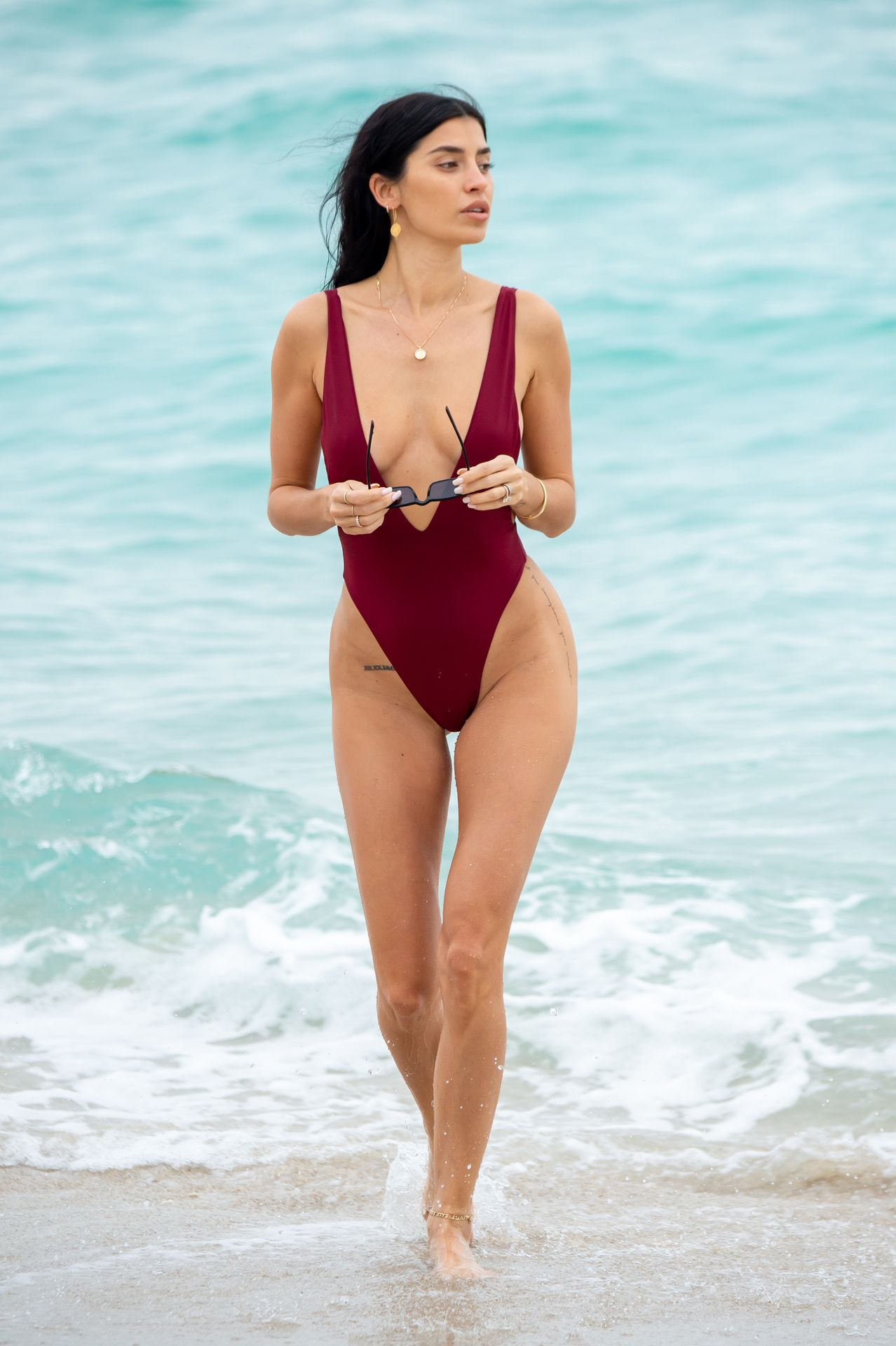 Nicole Williams Shows Off Her Amazing Curves In Miami 0014