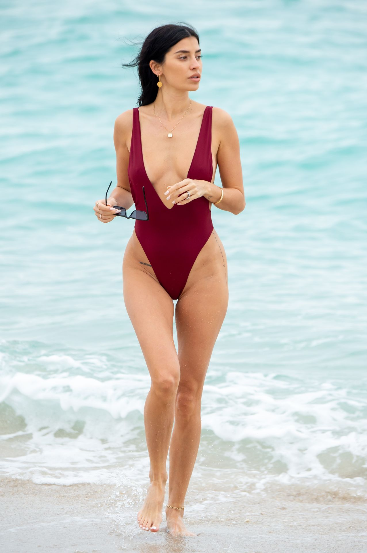 Nicole Williams Shows Off Her Amazing Curves In Miami 0015