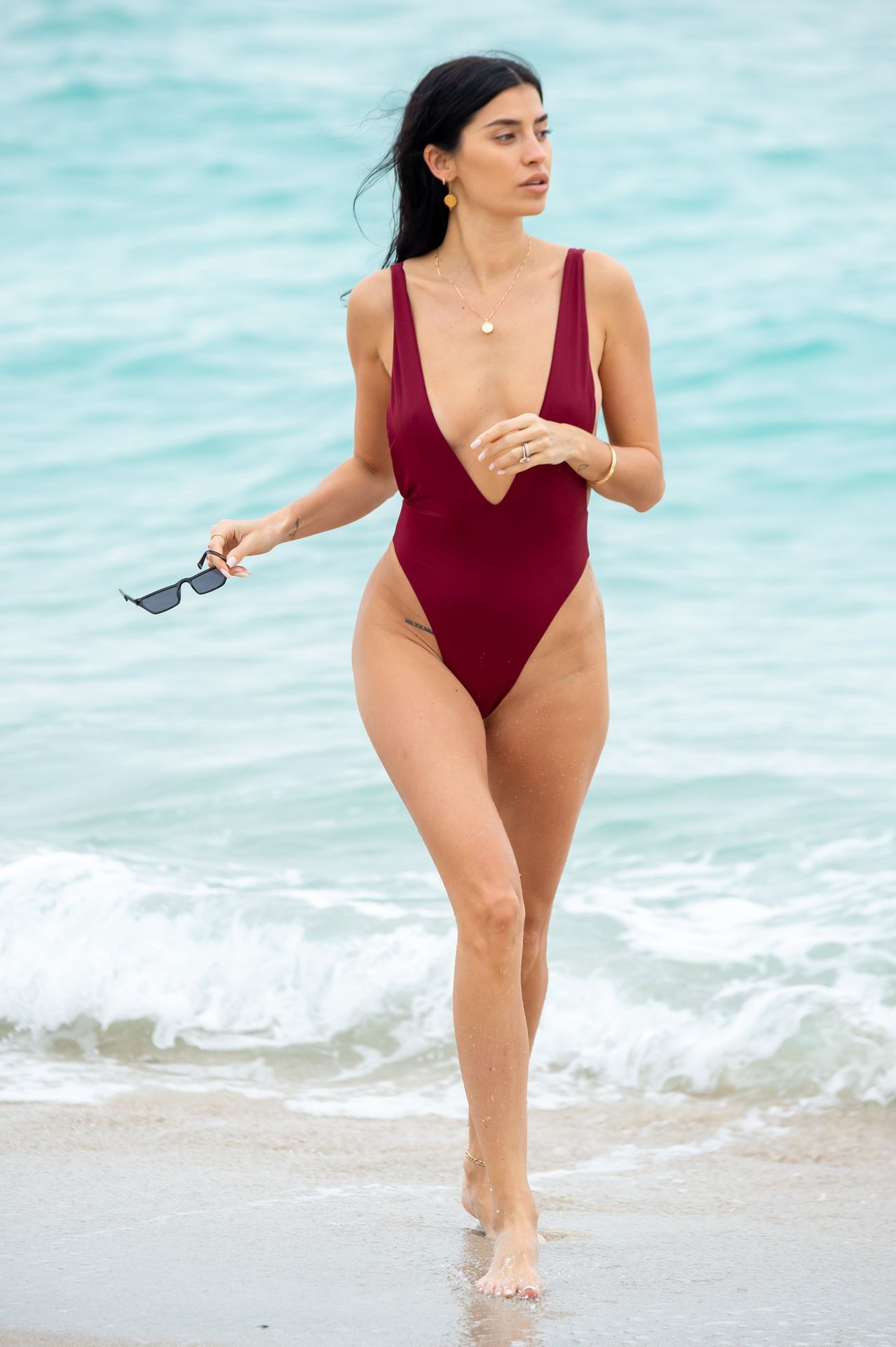 Nicole Williams Shows Off Her Amazing Curves In Miami 0016