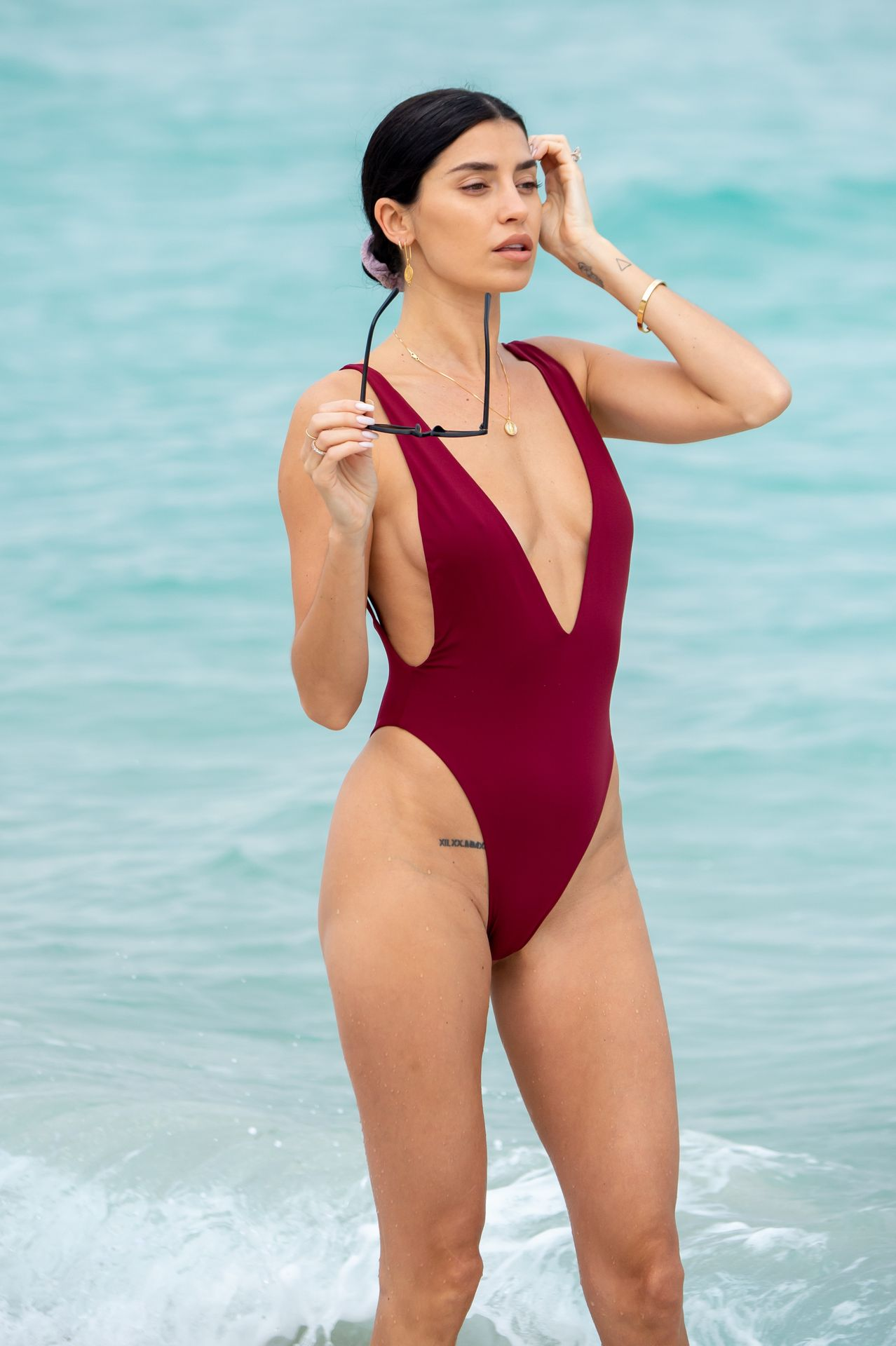 Nicole Williams Shows Off Her Amazing Curves In Miami 0019