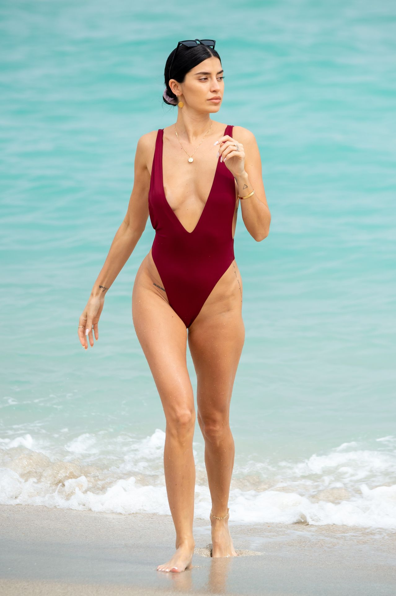 Nicole Williams Shows Off Her Amazing Curves In Miami 0023