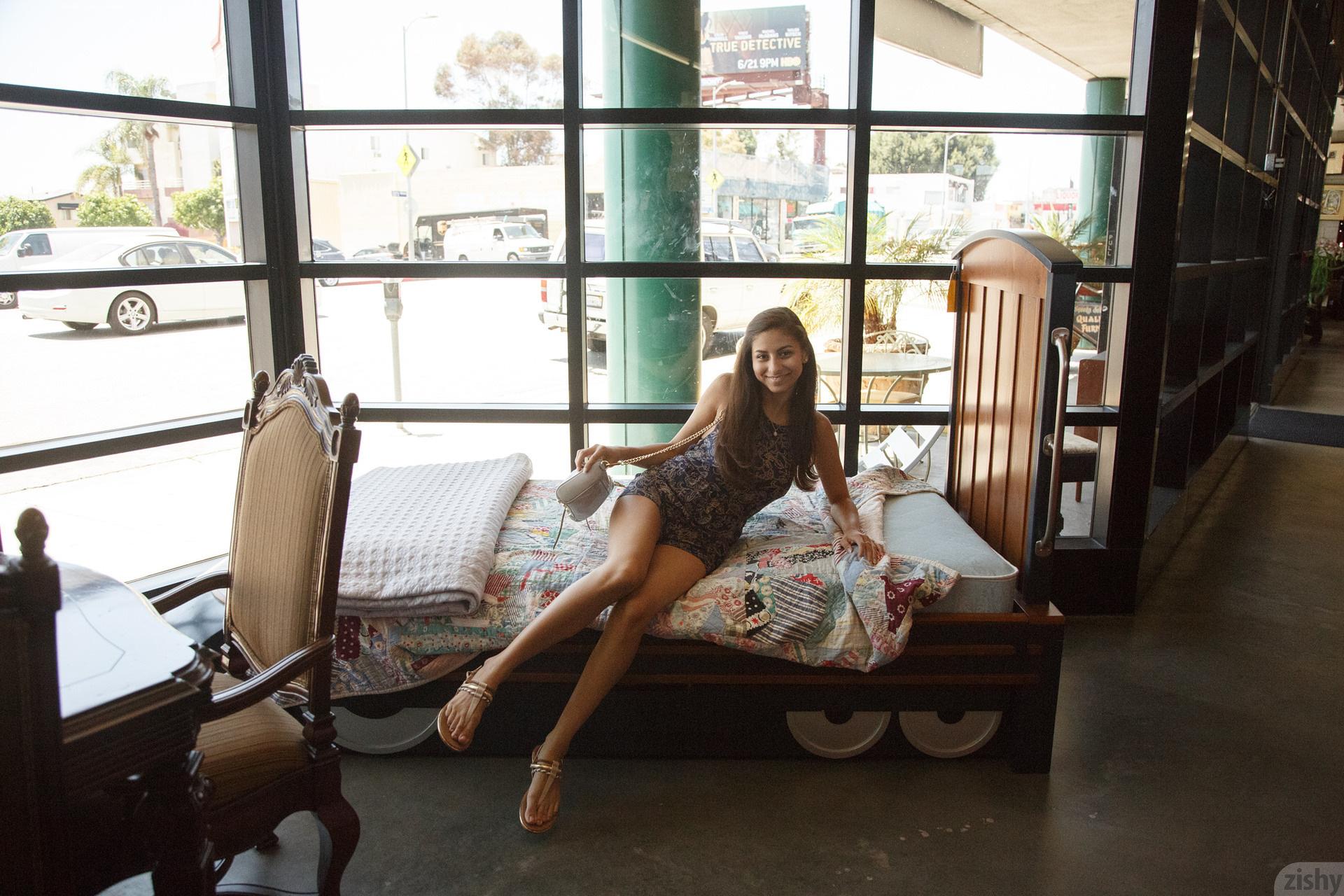 Nina North Used Furniture Zishy (20)