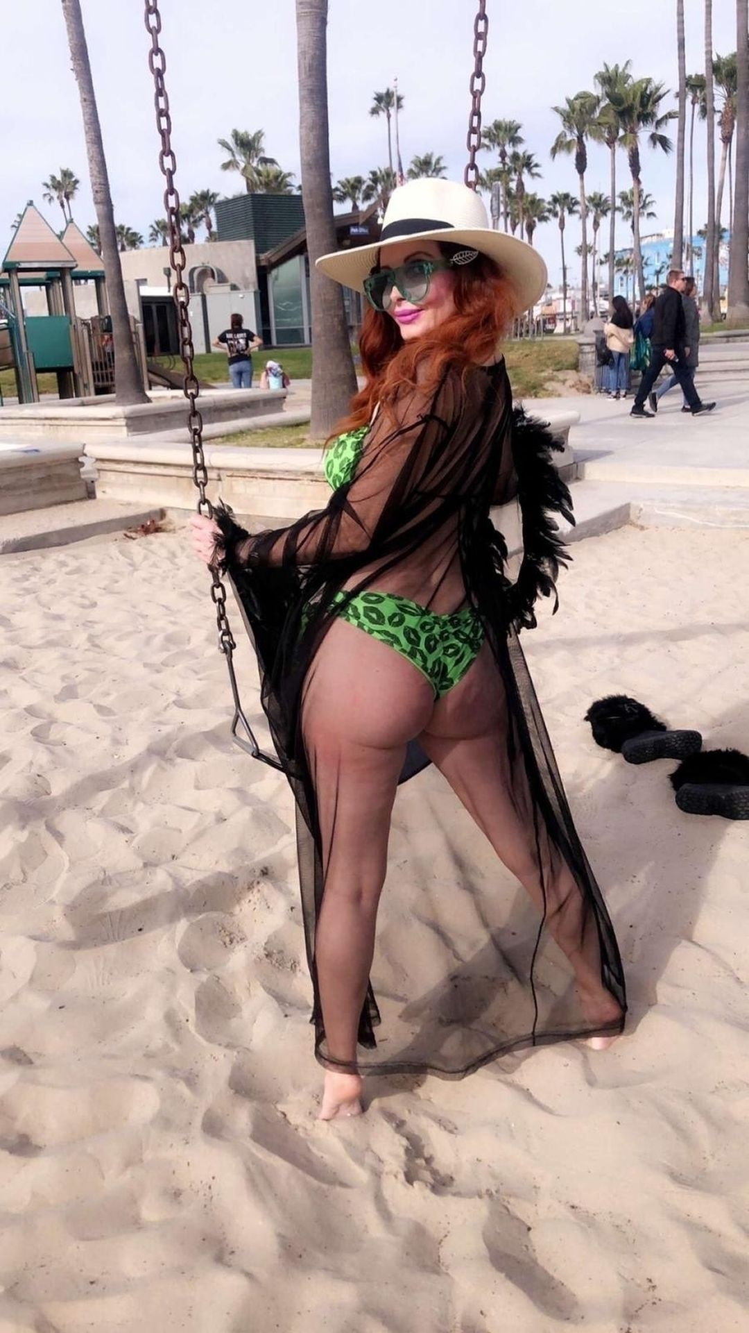 Phoebe Price Shows Off Her Curves In Venice Beach 0003