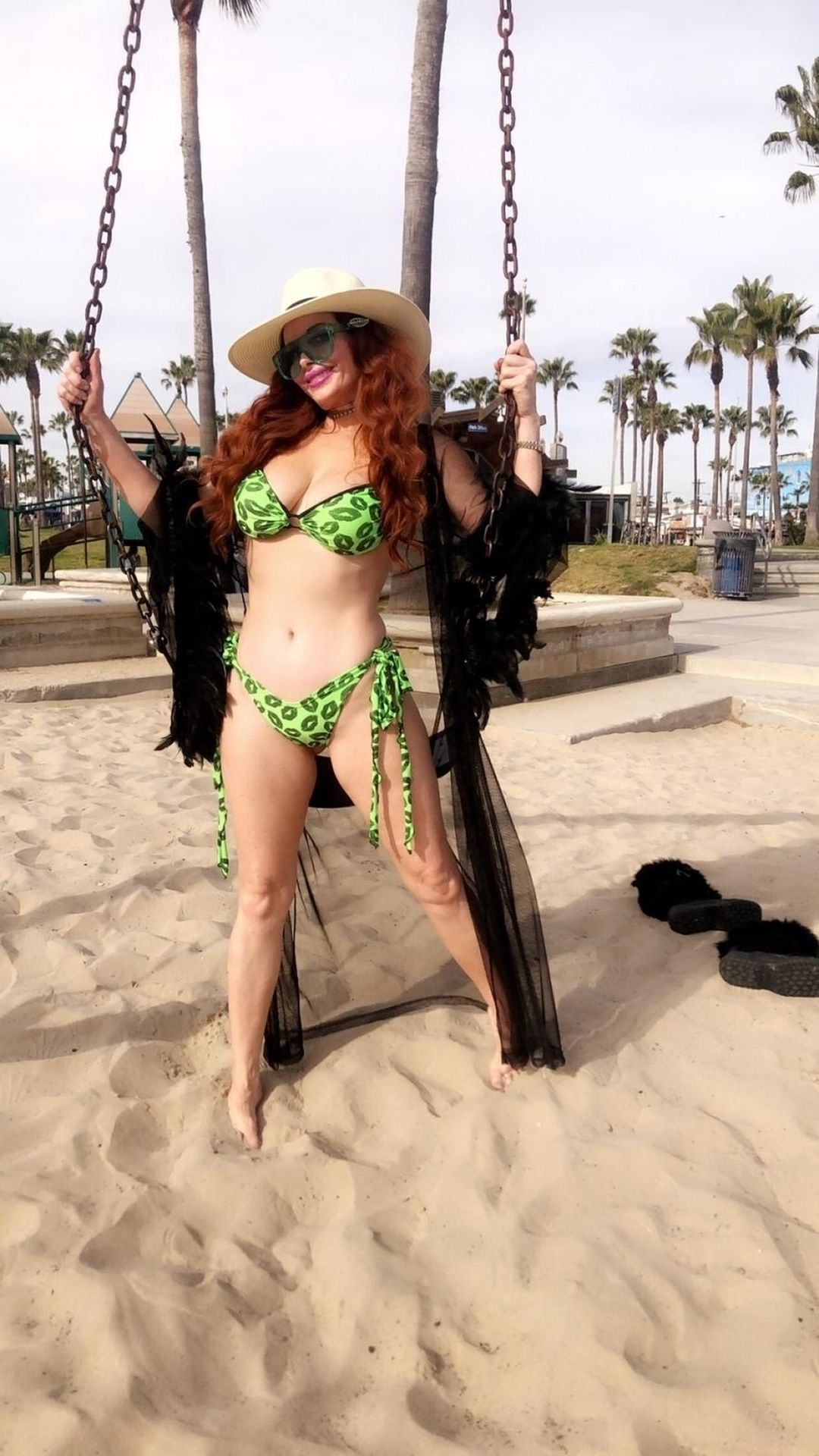 Phoebe Price Shows Off Her Curves In Venice Beach 0024