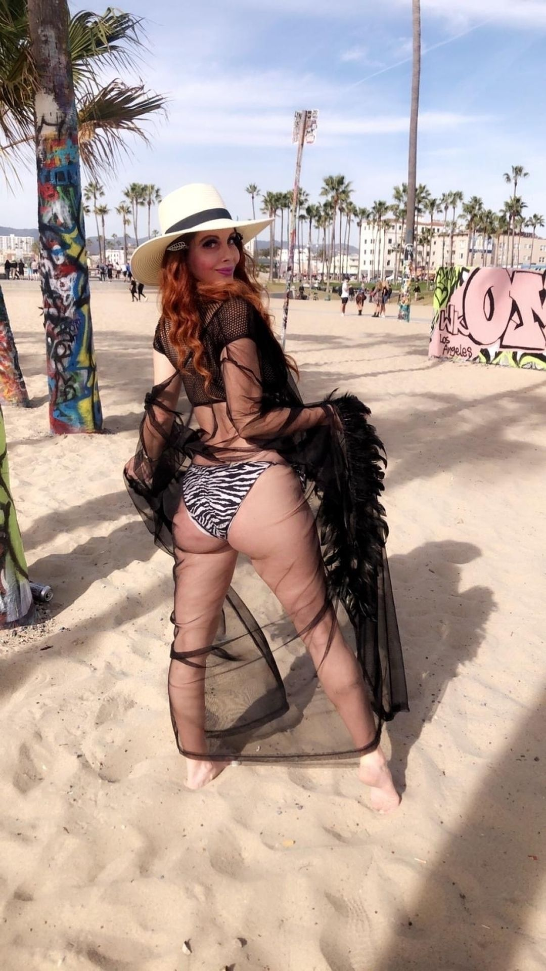 Phoebe Price Shows Off Her Curves In Venice Beach 0026