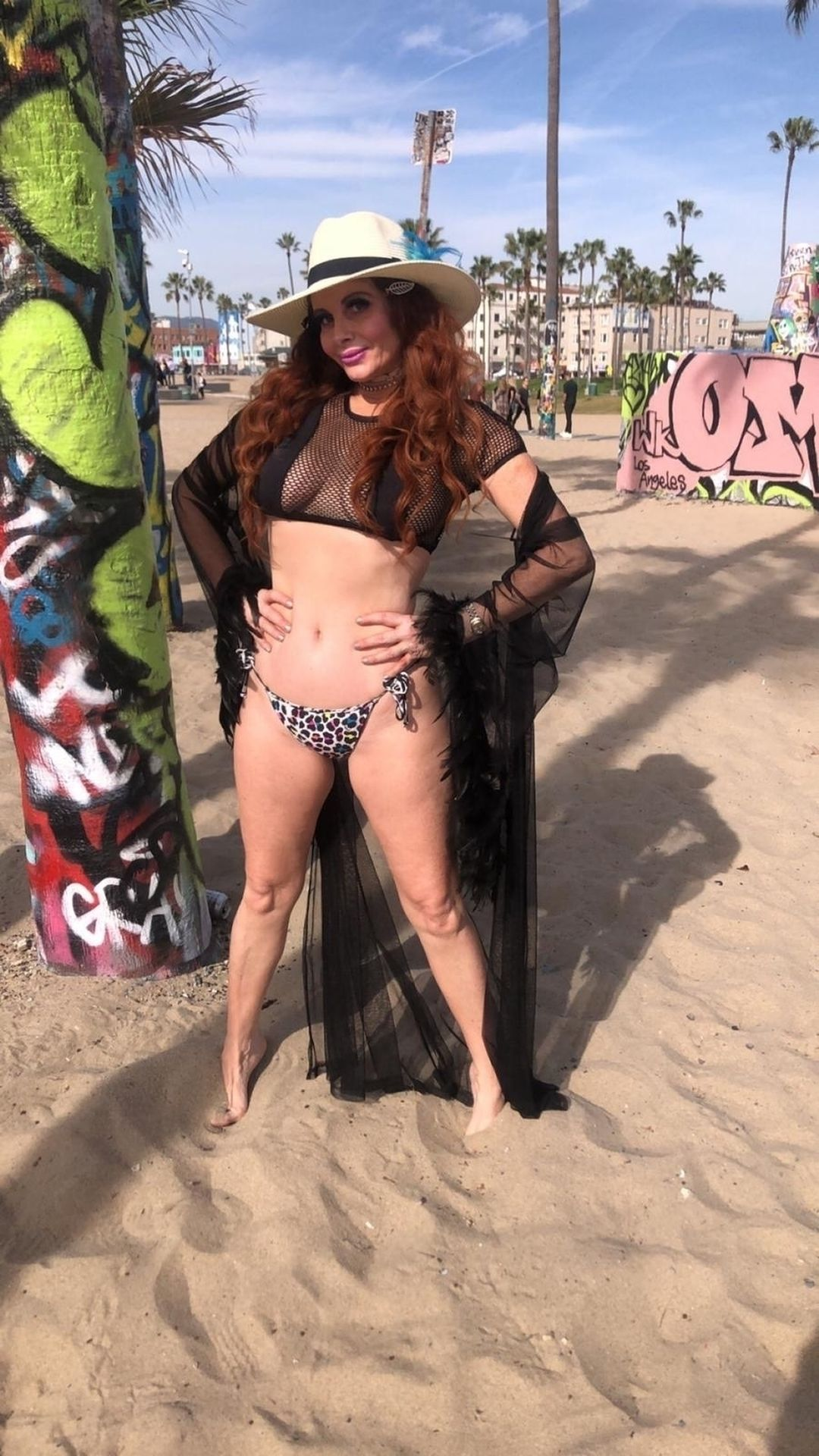 Phoebe Price Shows Off Her Curves In Venice Beach 0027