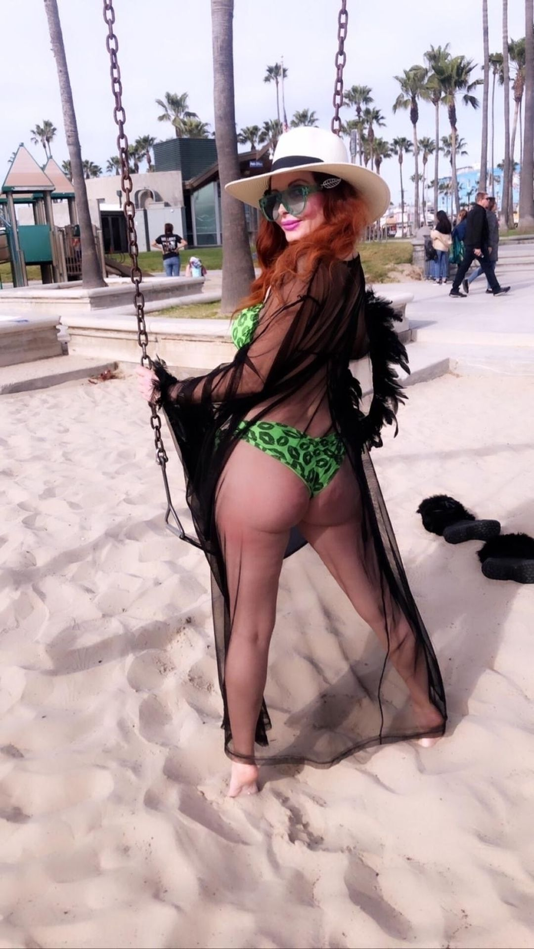 Phoebe Price Shows Off Her Curves In Venice Beach 0030